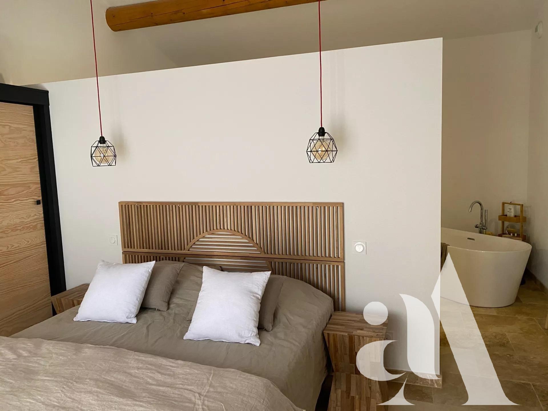 MAISON EBUSCADES -JOUCAS- LUBERON - 4 bedrooms - 8 people