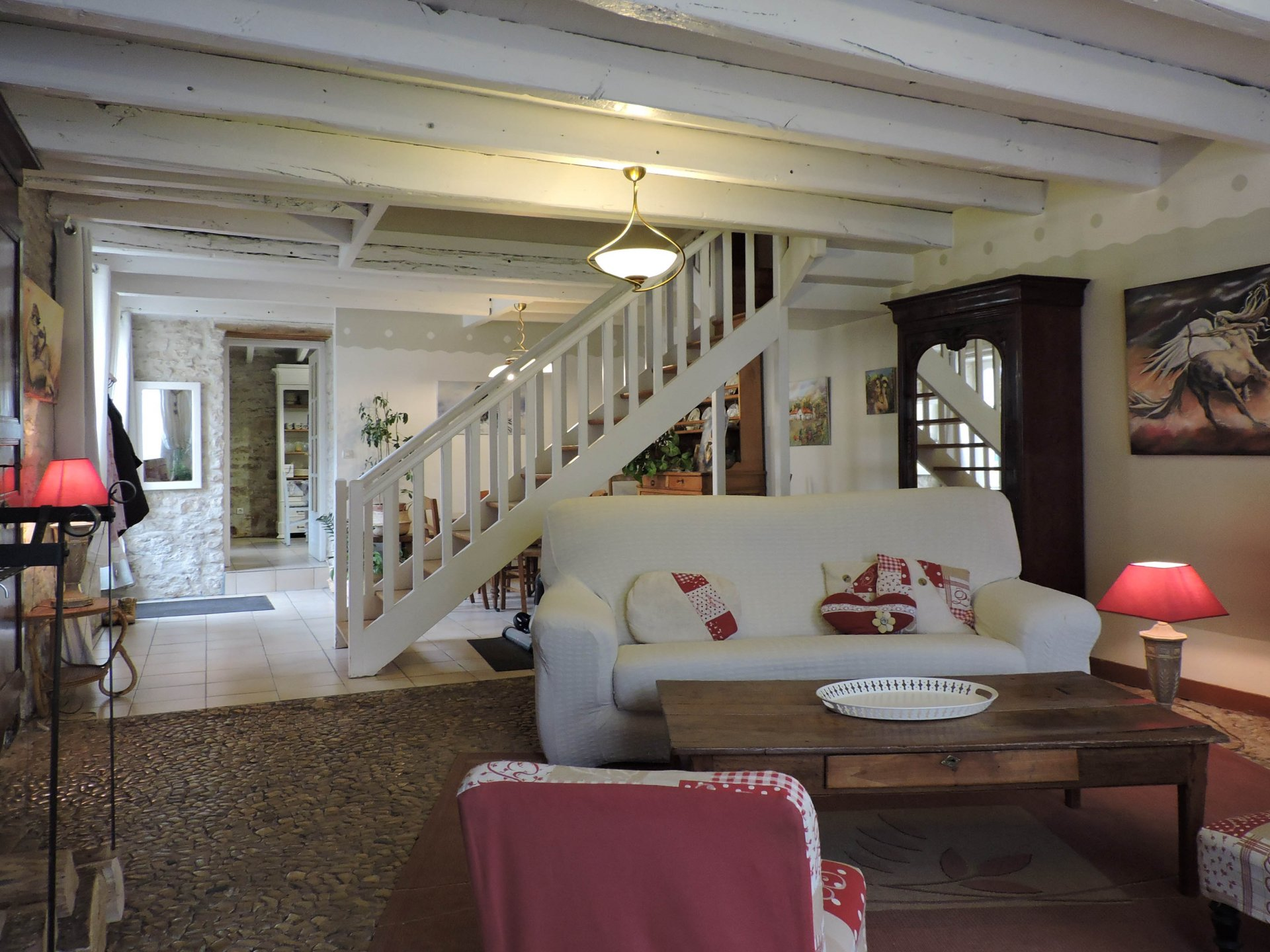 Wonderful opportunity for this character family house built before 1800 on the vestiges of a Templière courtyard.