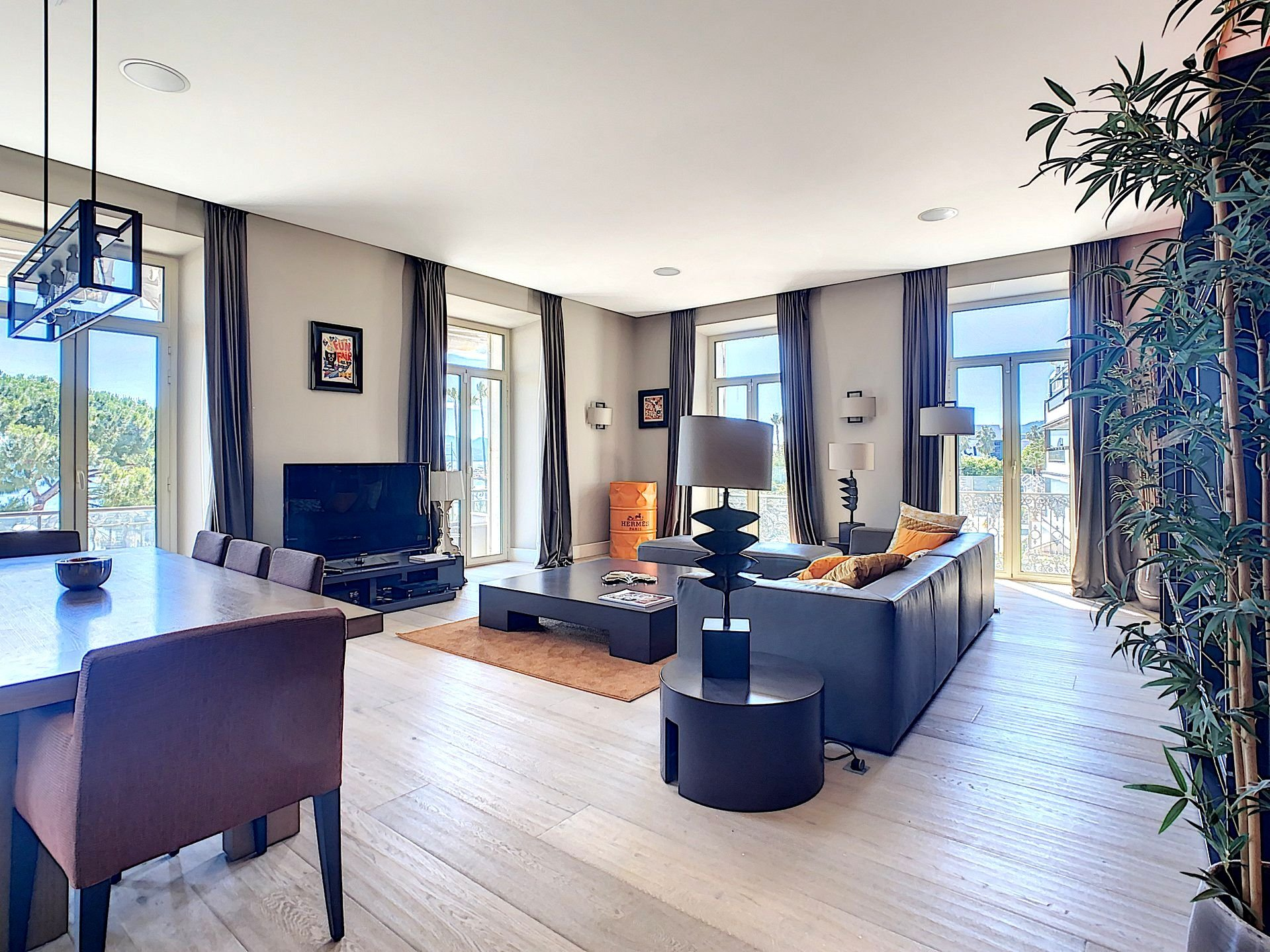 Cannes Croisette near Palais - Very chic and large flat with panoramic sea view