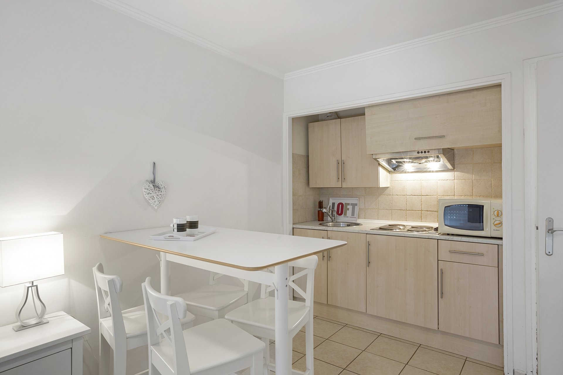 Studio with sunny terrace, parking and cellar close to Forville market in Cannes