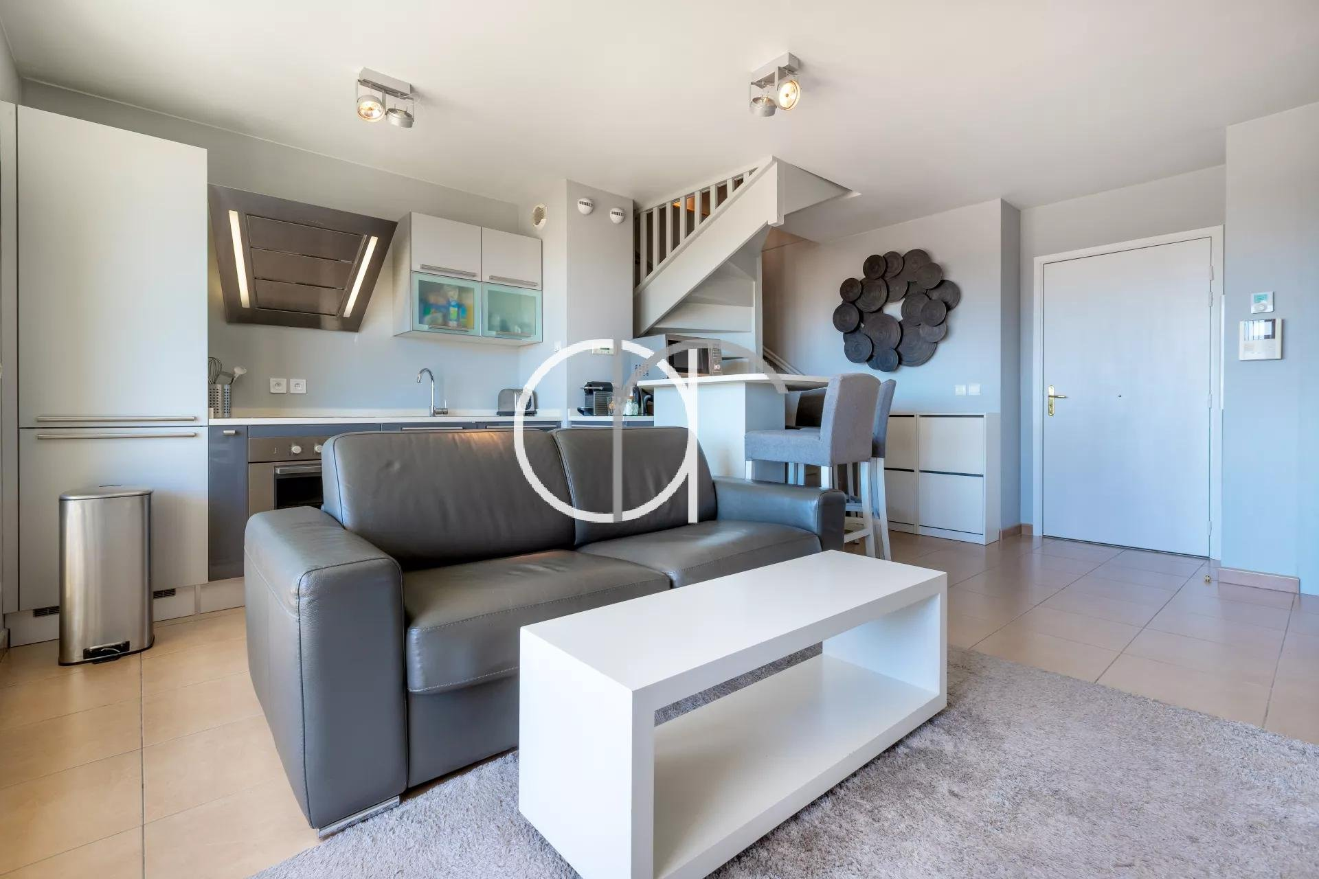 One bedroom apartment - sea view - city center
