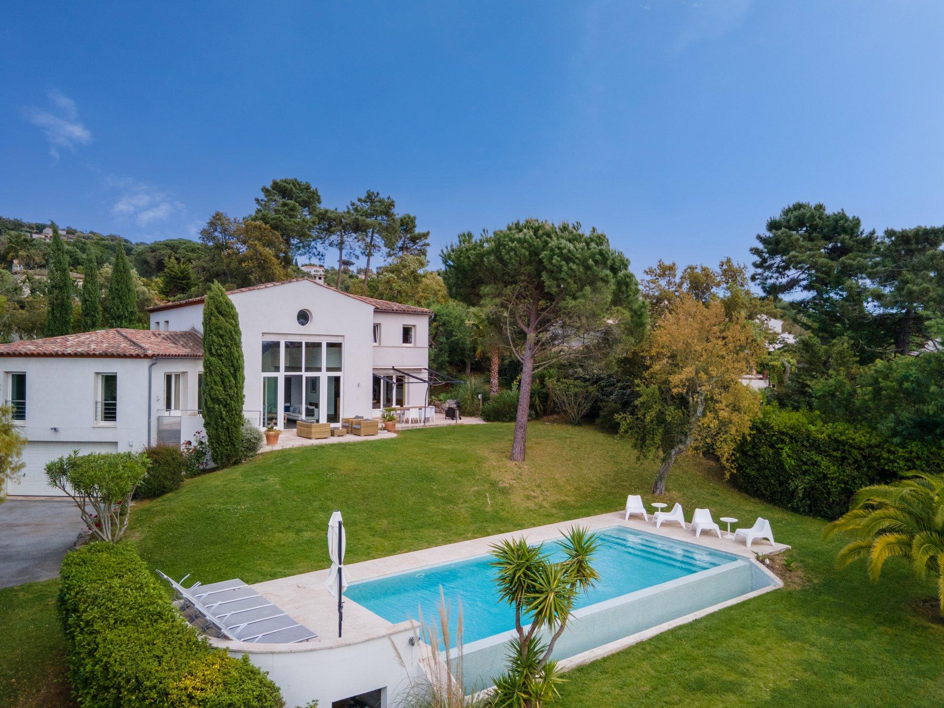 Modern villa with pool nearby Saint-Tropez