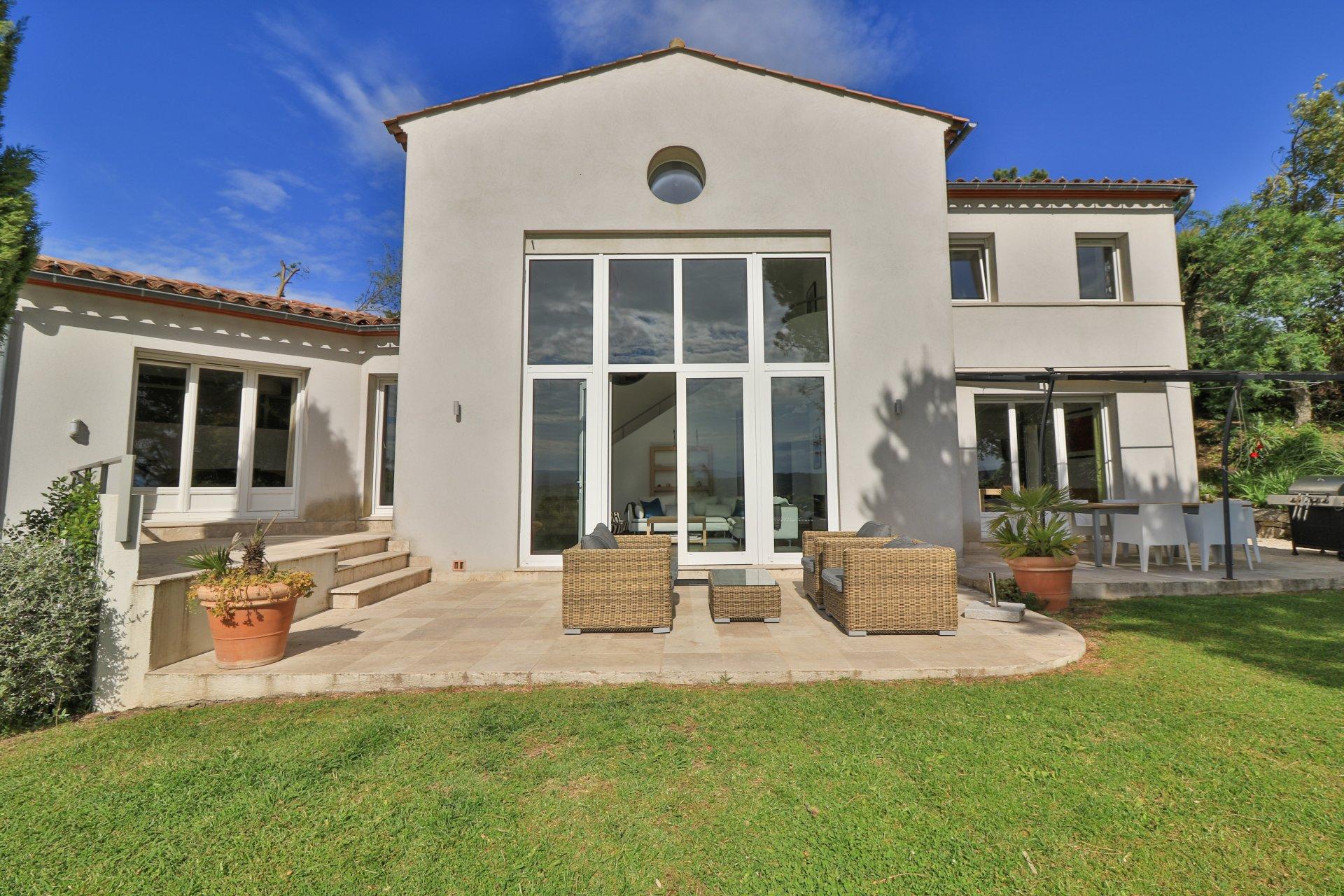 Villa moderne avec piscine proche de Saint Tropez