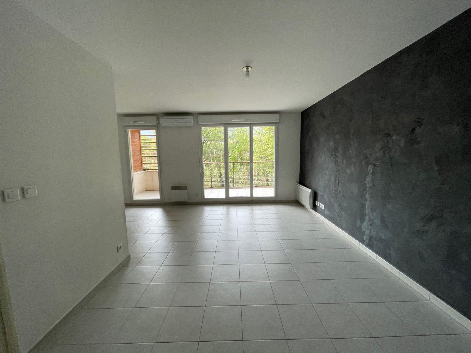 Appartement type 3, 59.90m², deux chambres, terrasse, box, parking