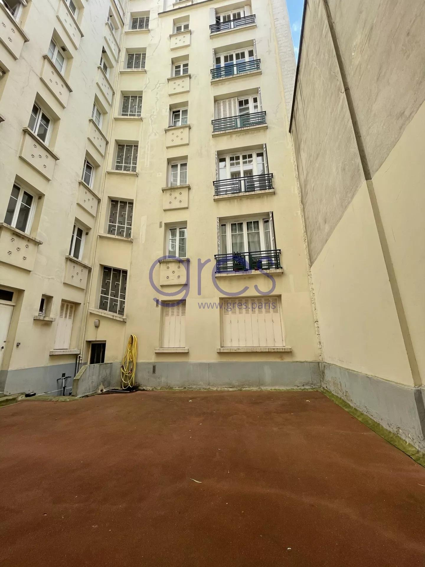 75007 PARIS ECOLE MILITAIRE LOCATION STUDIO VIDE