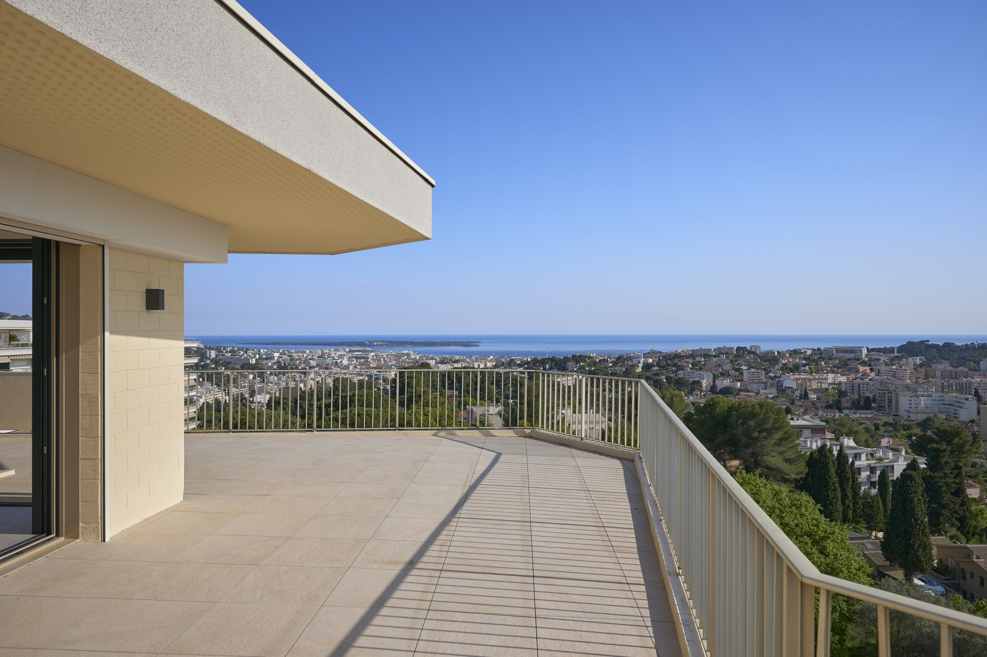 SUBLIME PENTHOUSE WITH PANORAMIC SEA VIEW