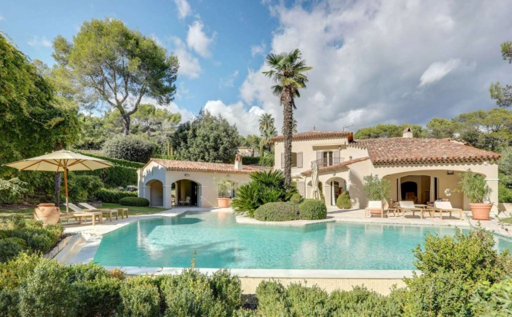 SUPERB PROPERTY IN A PRIVATE DOMAIN