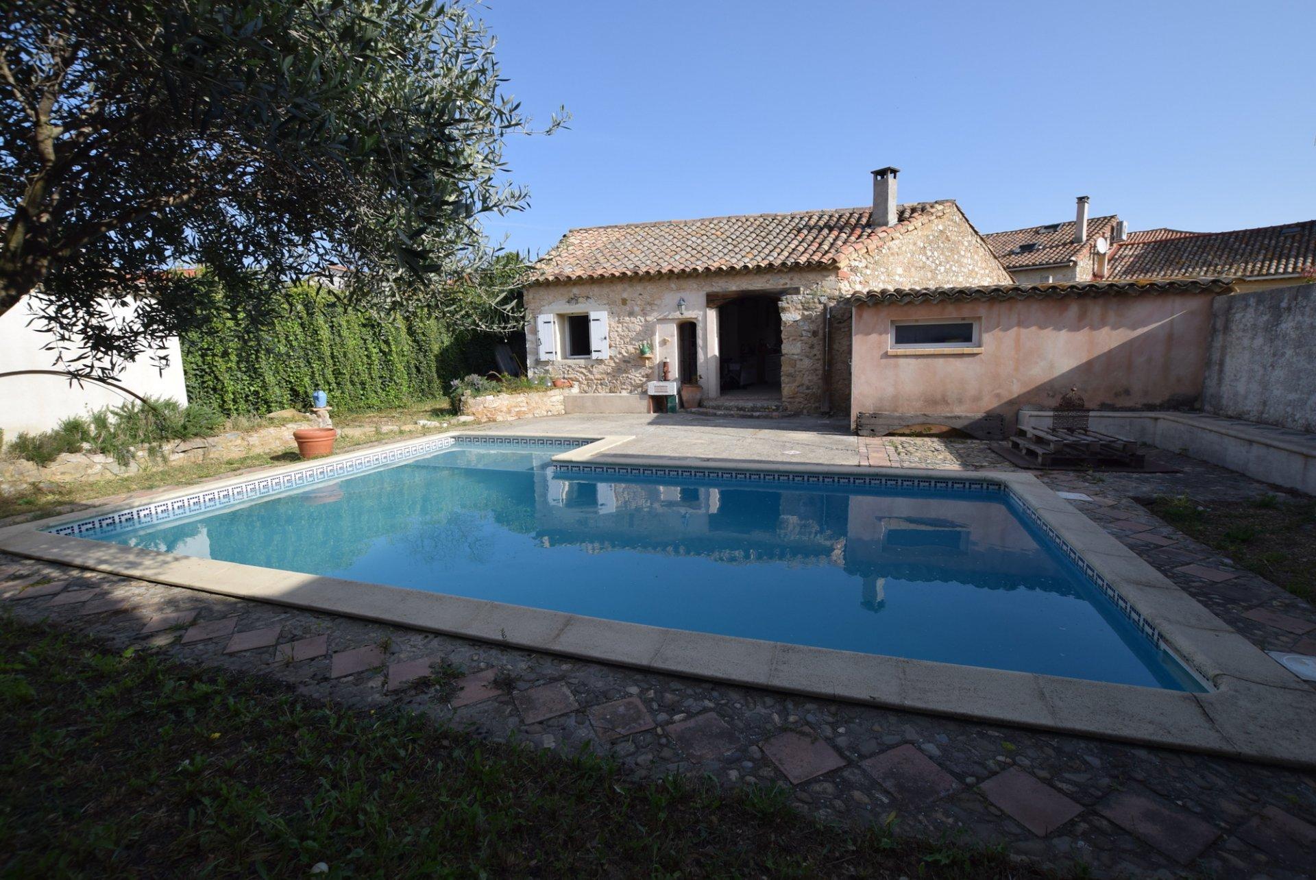 Maison en pierre avec gite et piscine