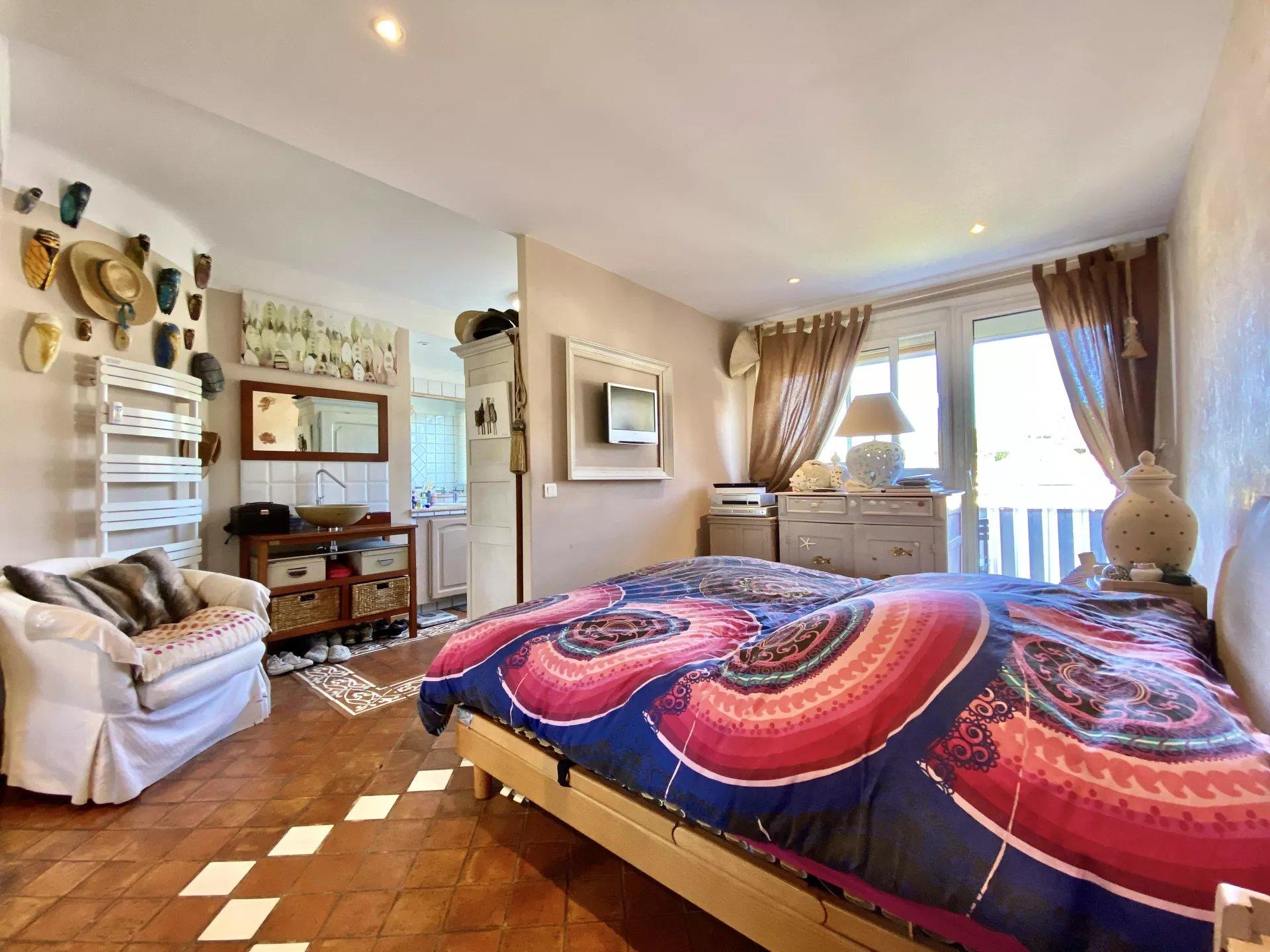 For sale - 4-rooms apartment with sea view - La Croix des Gardes