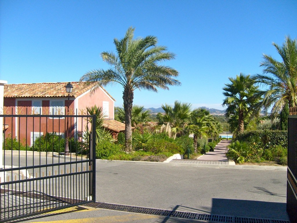 Roquebrune / s-Argens, house with 3 bedrooms, garage and private parking in domaine with swimming pool