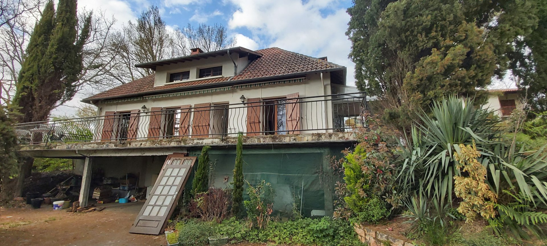 Aurignac House with lovely garden with independant bungalow on 8517 m².