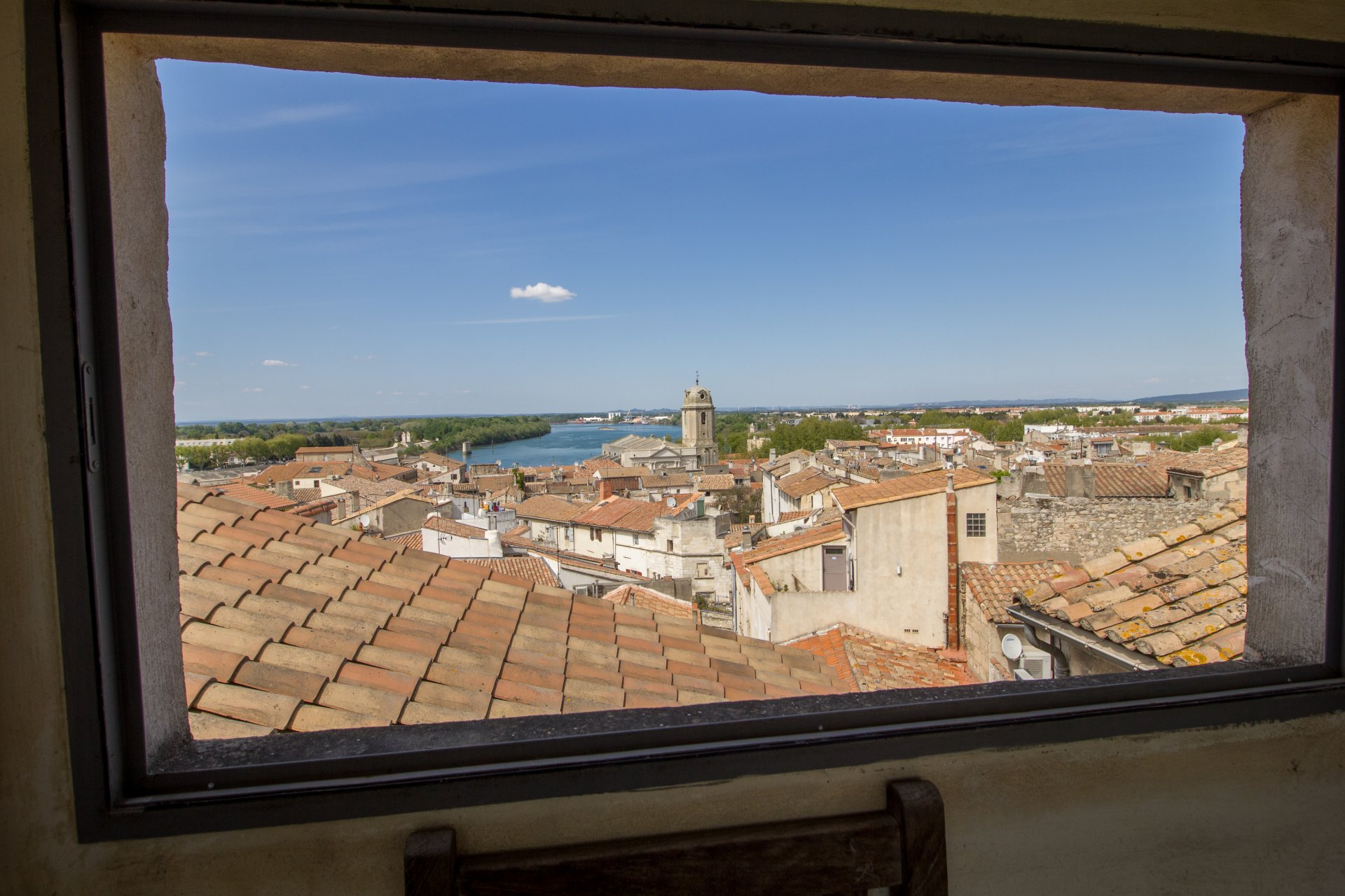 Spacious character house in historic Arles with rental potential