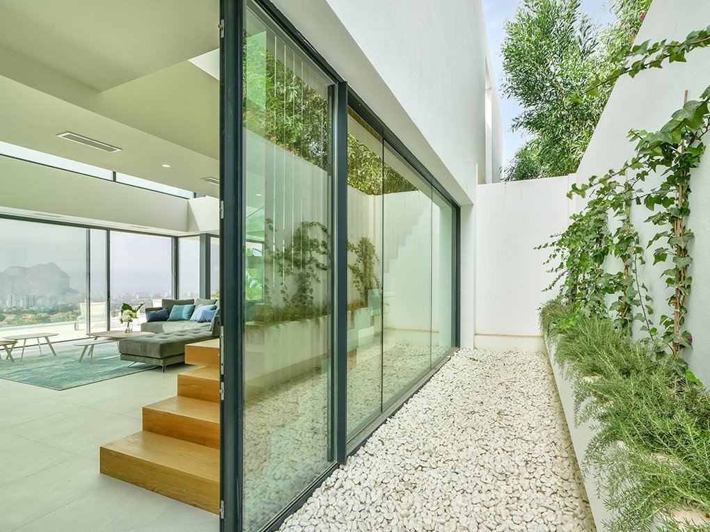 Gloednieuwe moderne designvilla te koop in Calpe