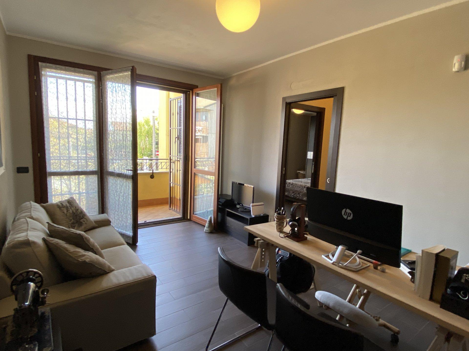 Pregnana Milanese (MI) - Via Trento n. 5 : Delizioso appartamento per totali 100 mq su due livelli con giardino.