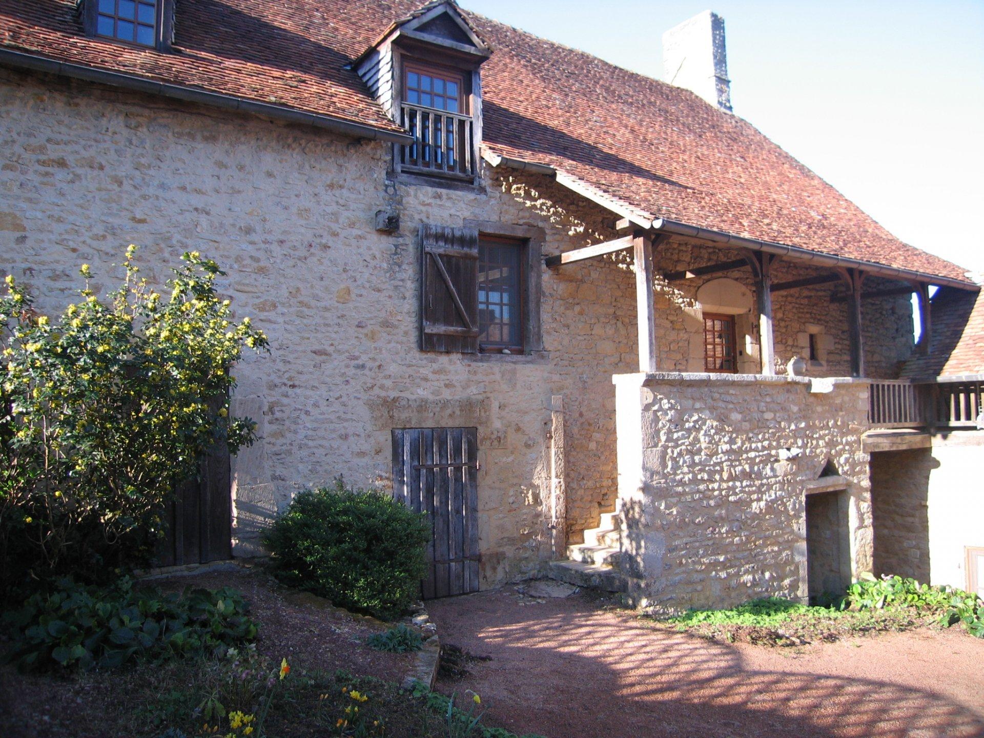 Presbytère du XIIème en parfait état à vendre en Bourgogne