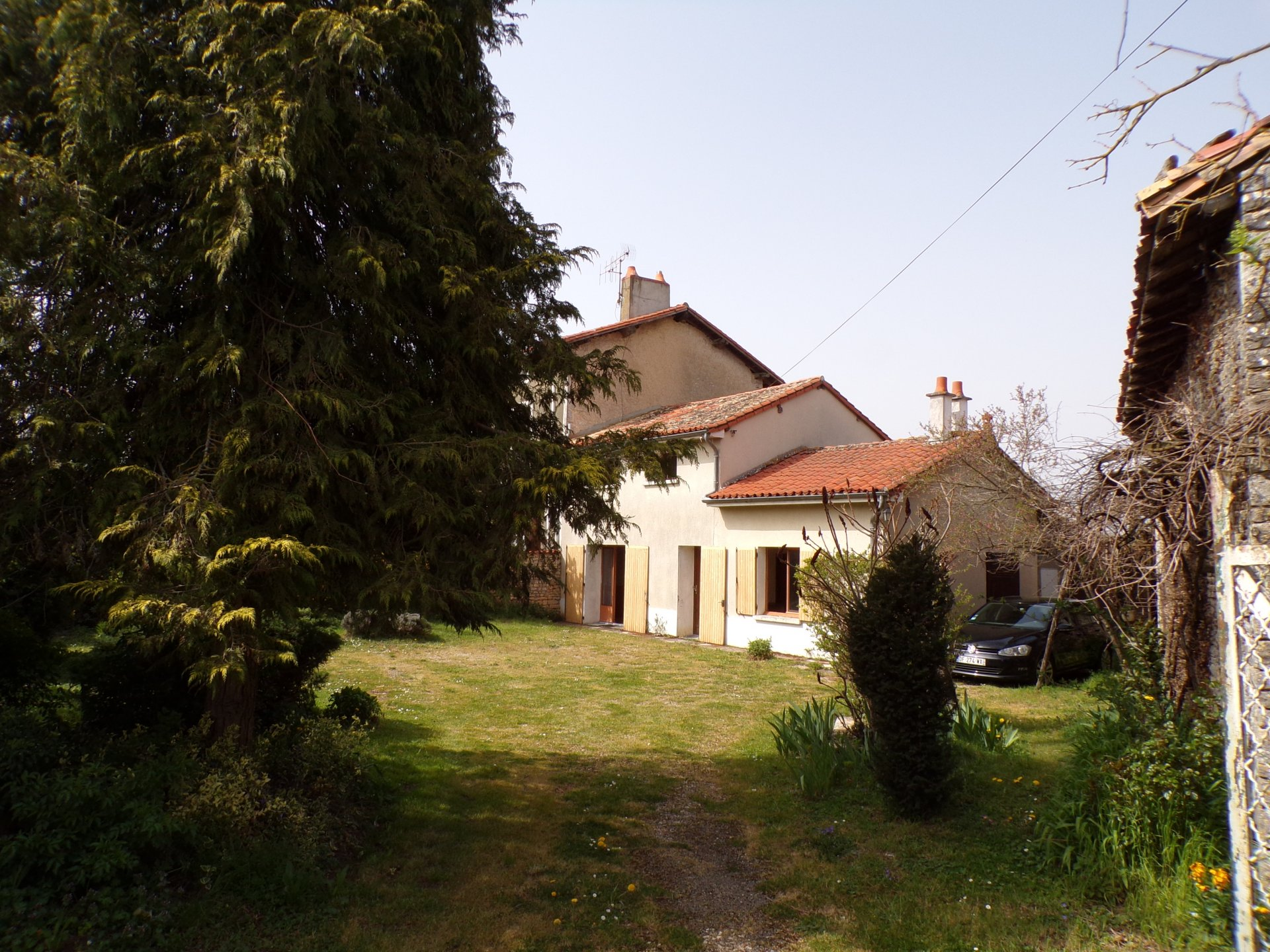 Village house at 5 mn from Civray