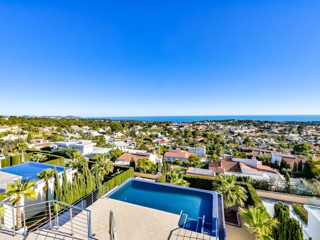Moderne villa met lift en geweldig uitzicht op zee