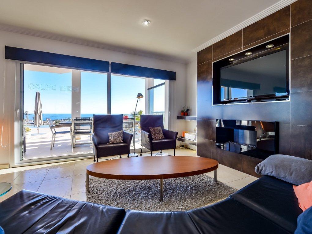 Villa moderna con ascensor y excelentes vistas al mar
