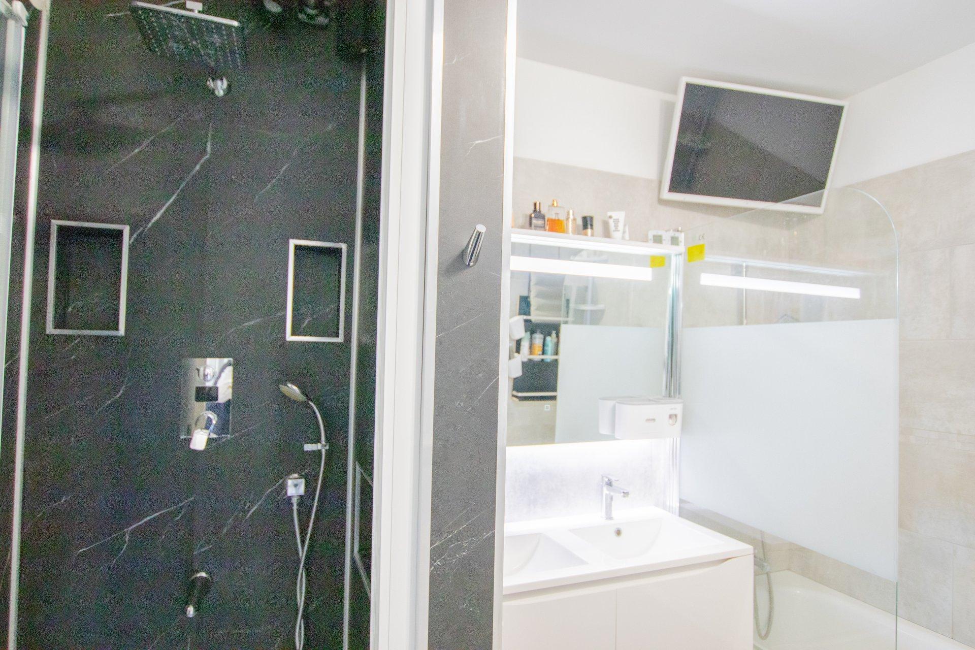 Sale Apartment - Marseille 12ème Les Trois-Lucs
