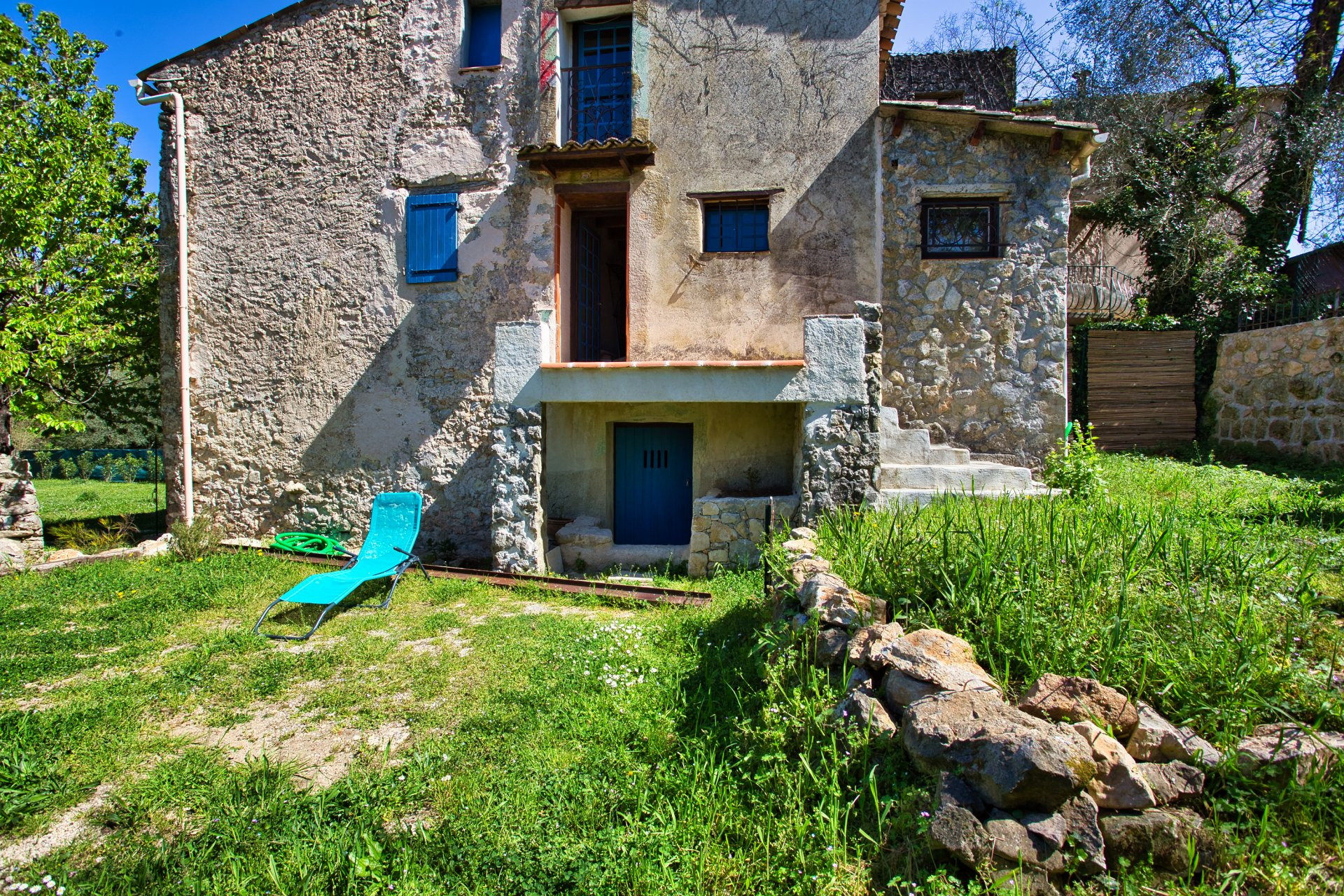 On the Côte d'Azur, Old stone sheepfold renovated with a lot of character.