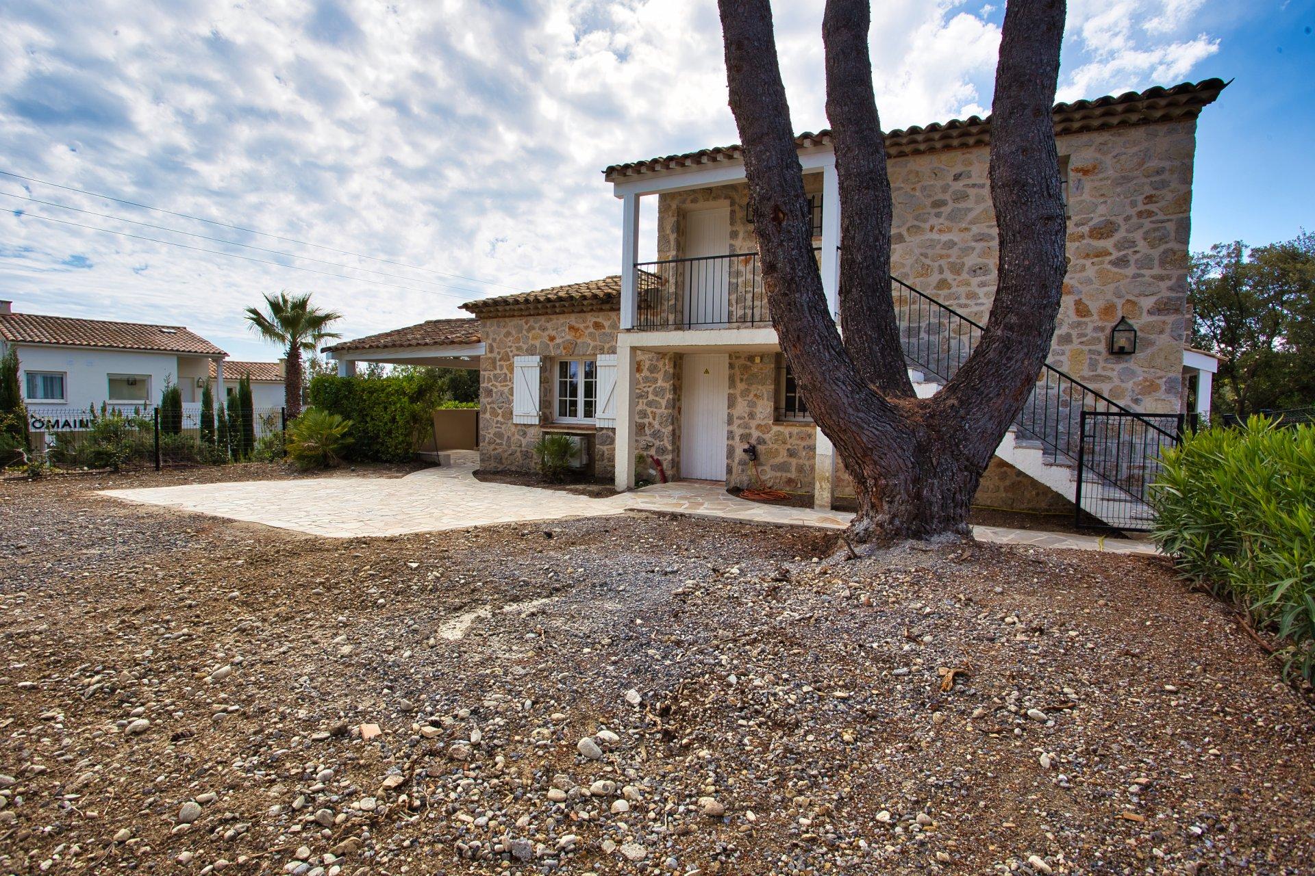 Beautiful Duplex Flat with private garden Sea-view Pain de Sucre