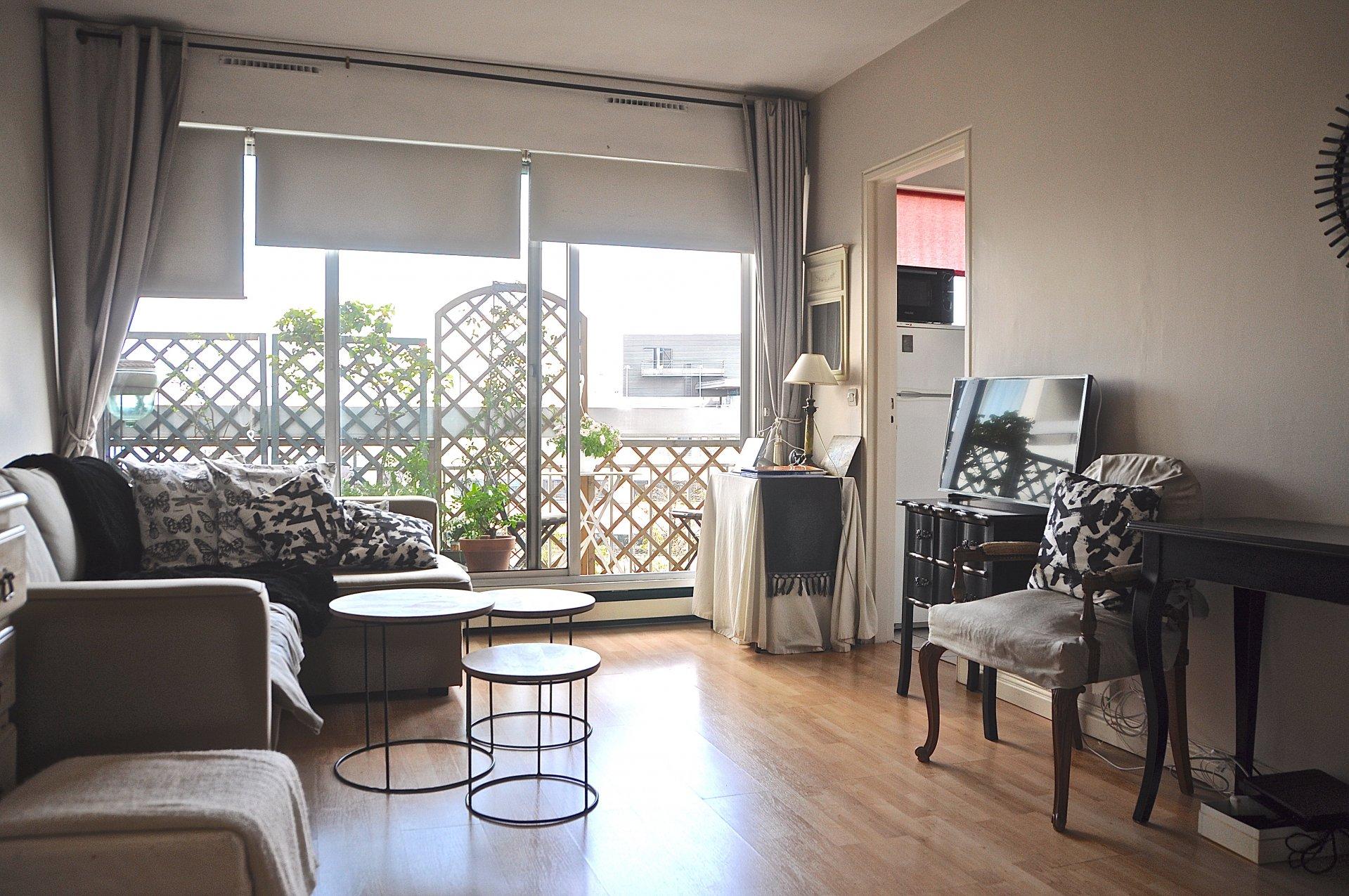 Beau studio avec balcon