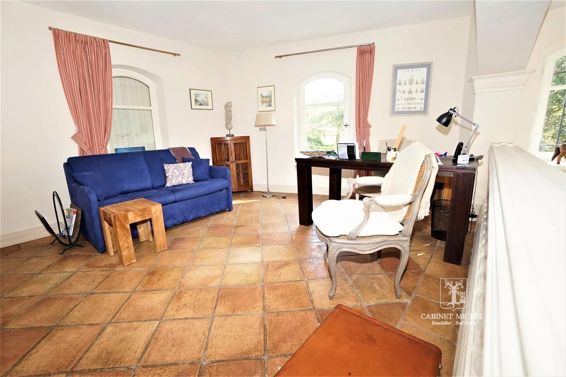 PROPERTY IN ABSOLUTE CALM VILLAGE CENTER ON FOOT