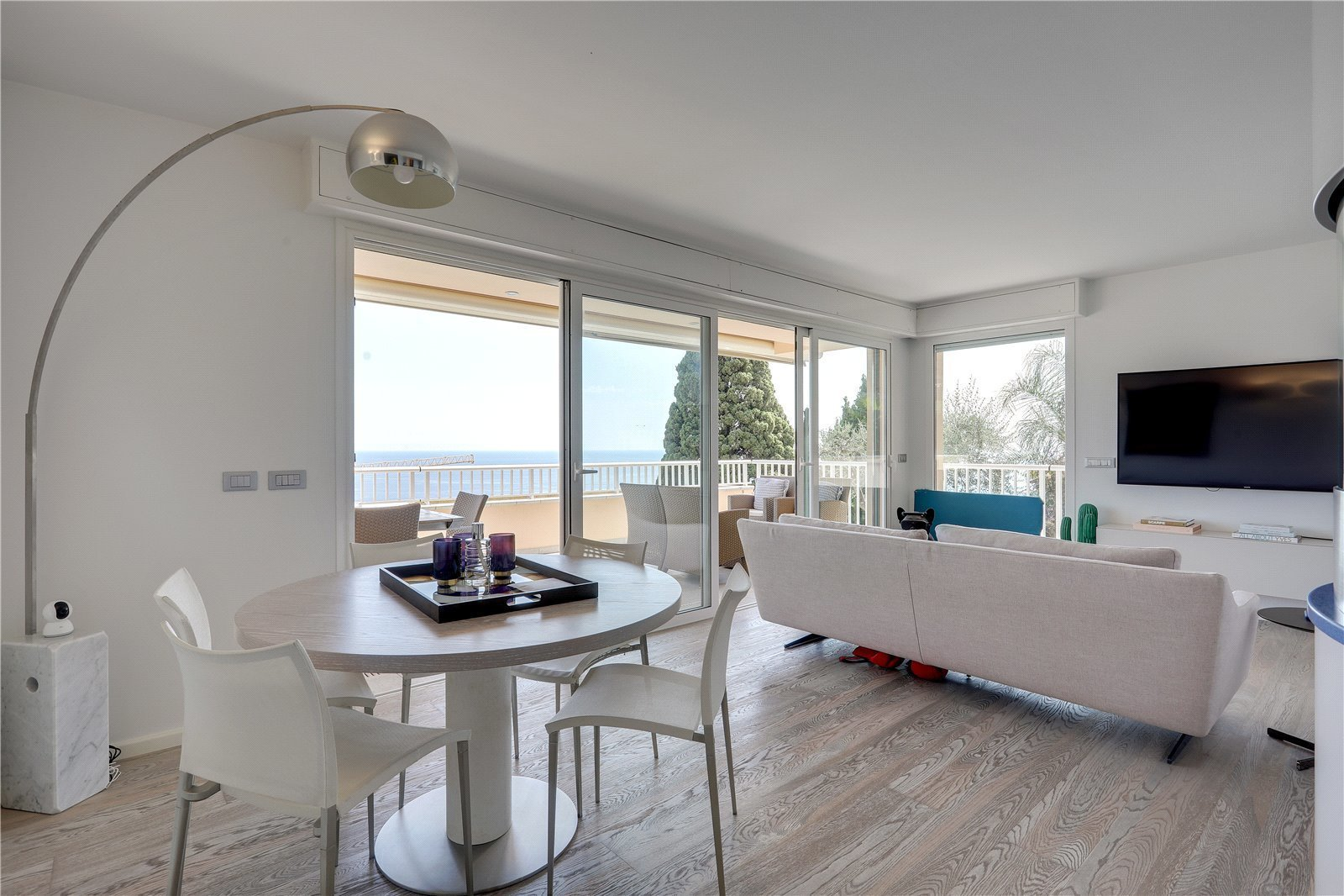 Superb two bedroom apartment with a spacious terrace and garden offering stunning panoramic sea view