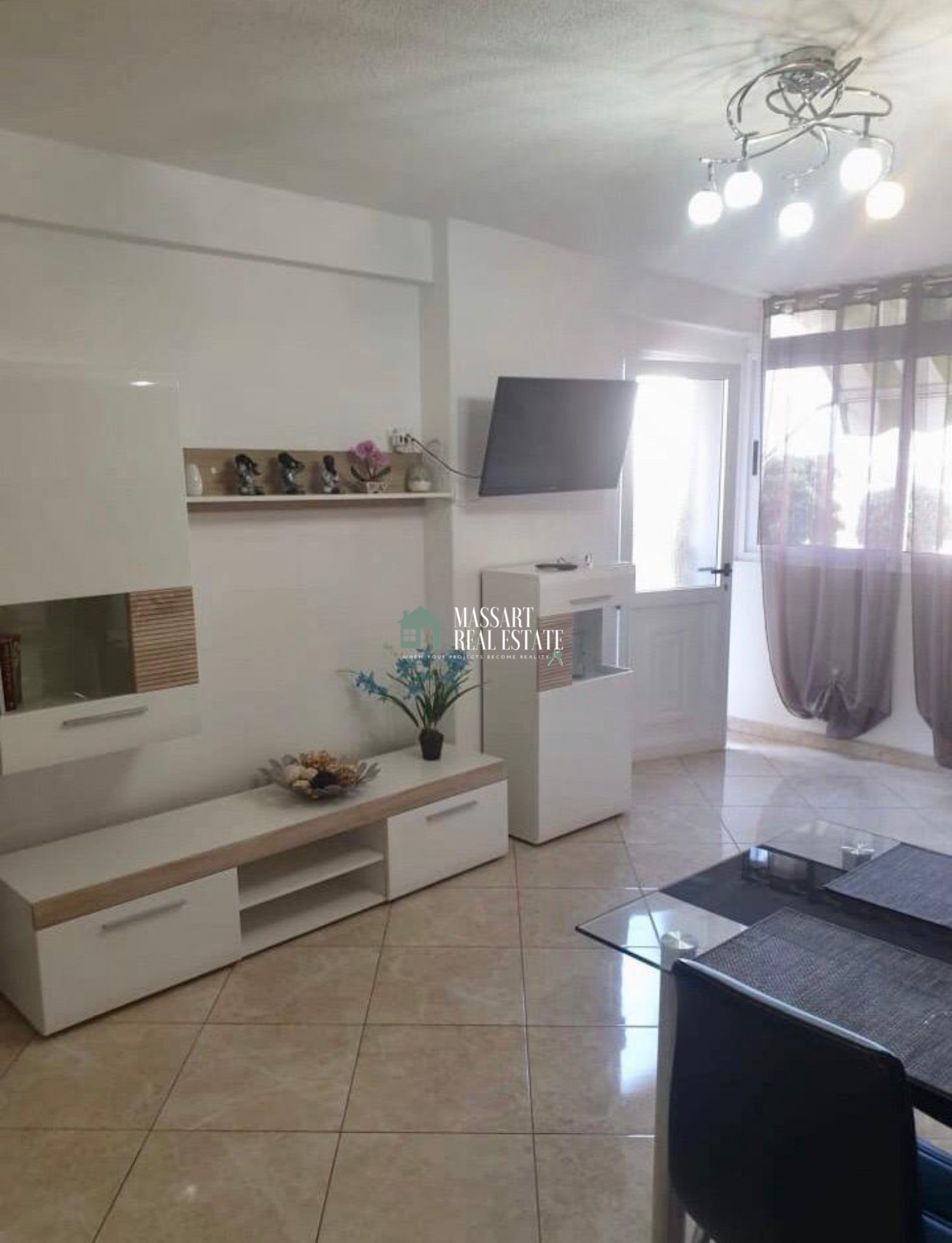 Furnished and recently renovated apartment of 50 m2 located in the strategic area of Las Américas, in the Copacabana residential complex.