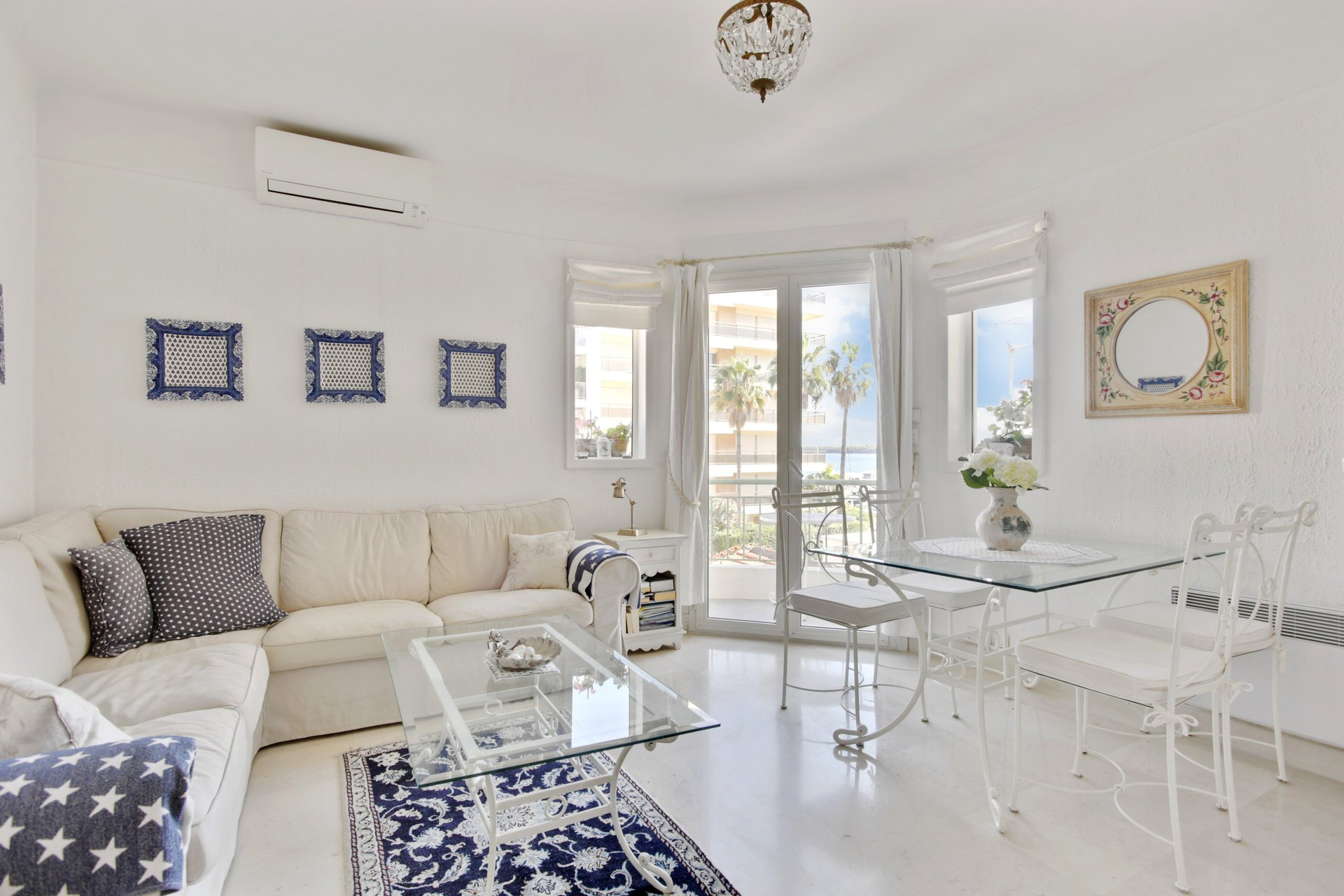 SOLE AGENT - Cannes Palm Beach - Very attractive small apartment with balcony and sea view