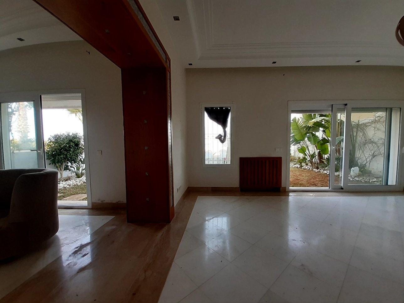 Appartement salon et trois chambres vide ou meublé avec jardin à la marina