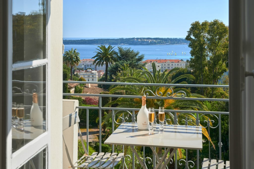 Cannes Californie 3/4-BR apartment 130 Sqm with sea view