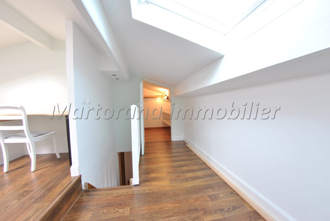 Triplex 5-room apartment without overlook, with clear view and terrace and garage in the basement.