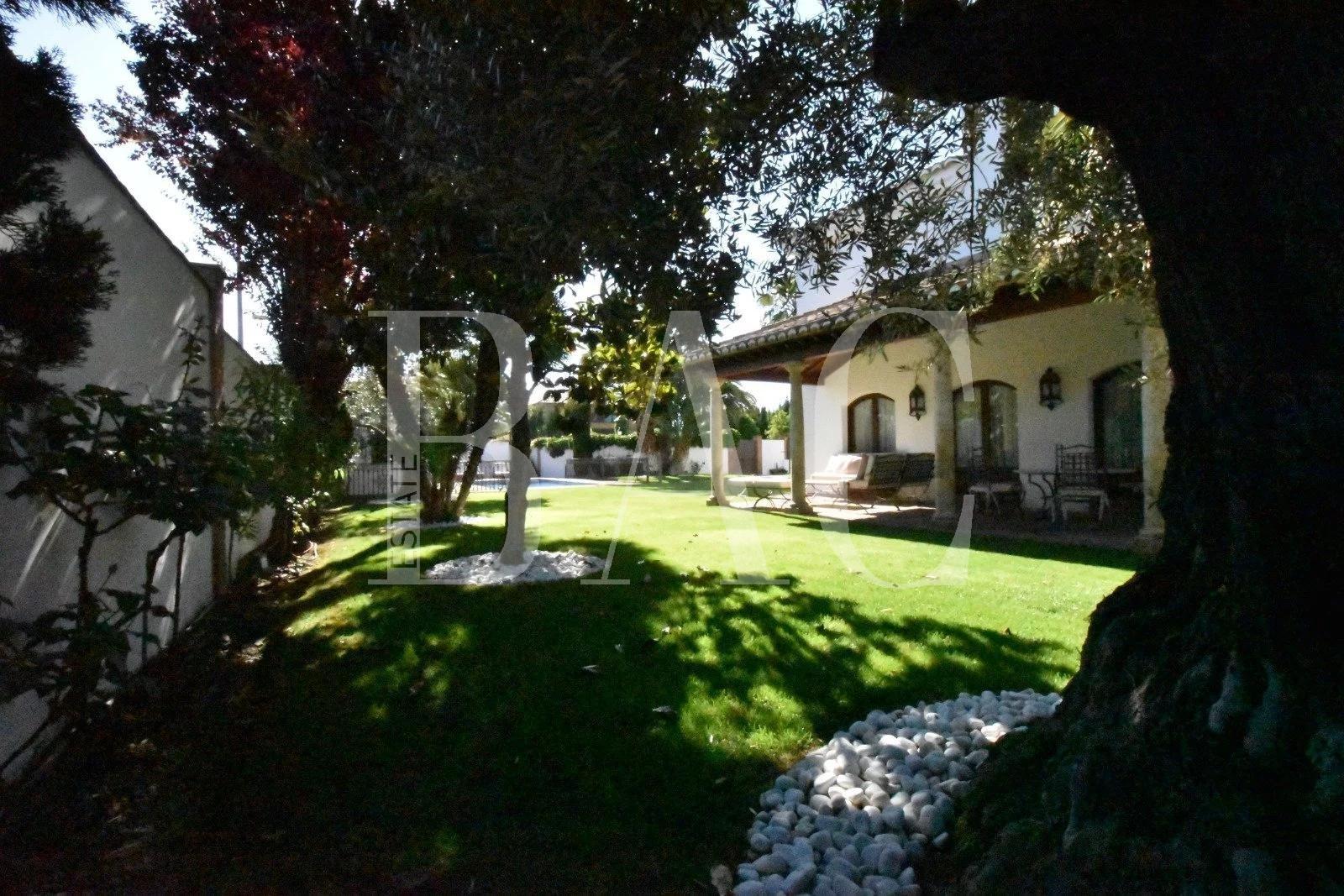 Pretty villa 6 km from Granada