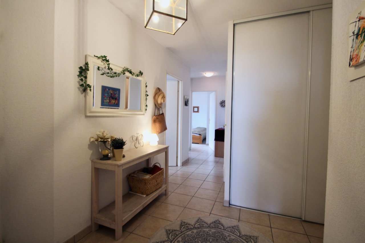 Cannes - 3 bedroom apartment with sea-view & private parking/garage