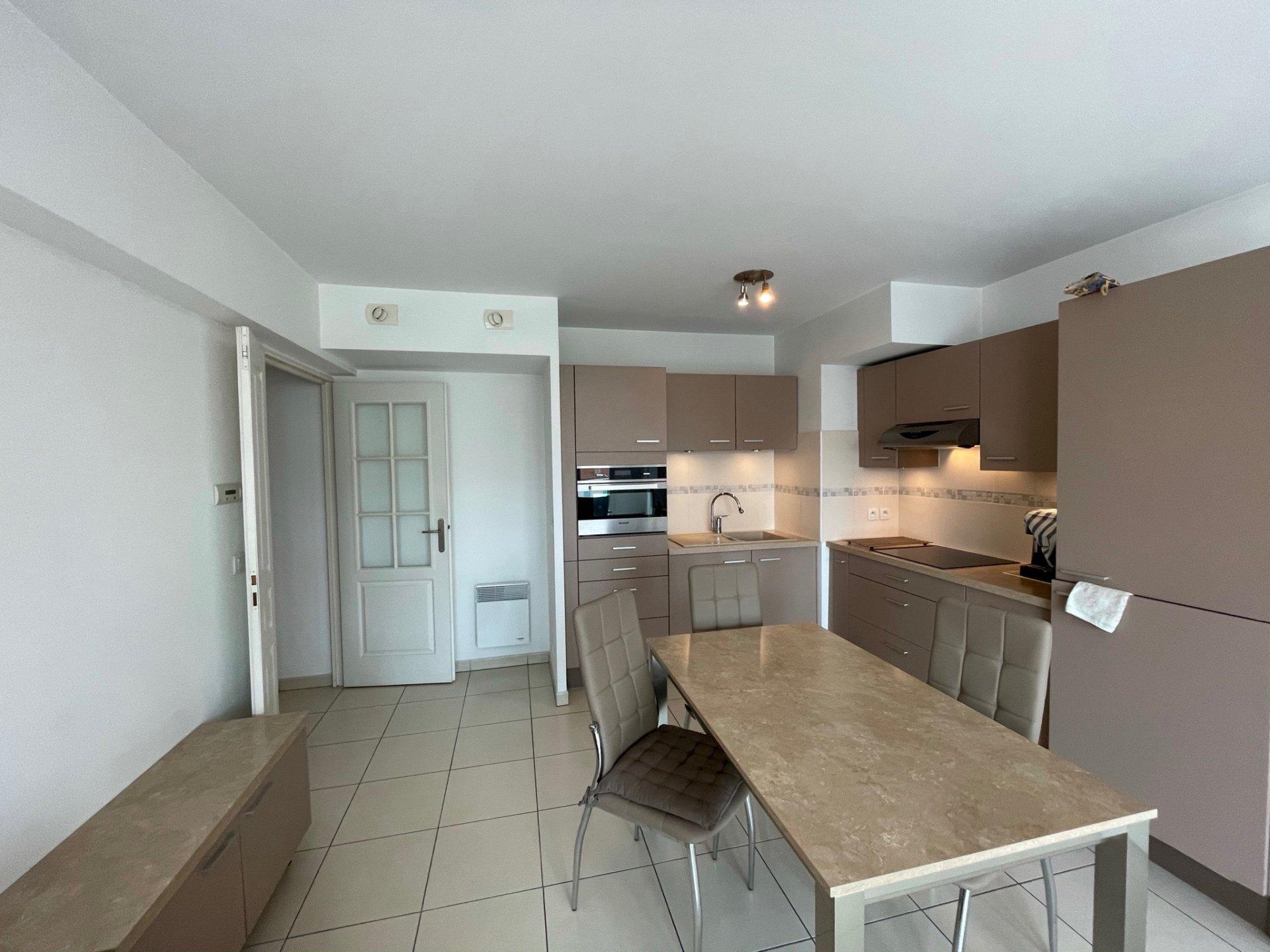 Appartement 2 chambres au coeur d'Antibes avec terrasse et vue mer