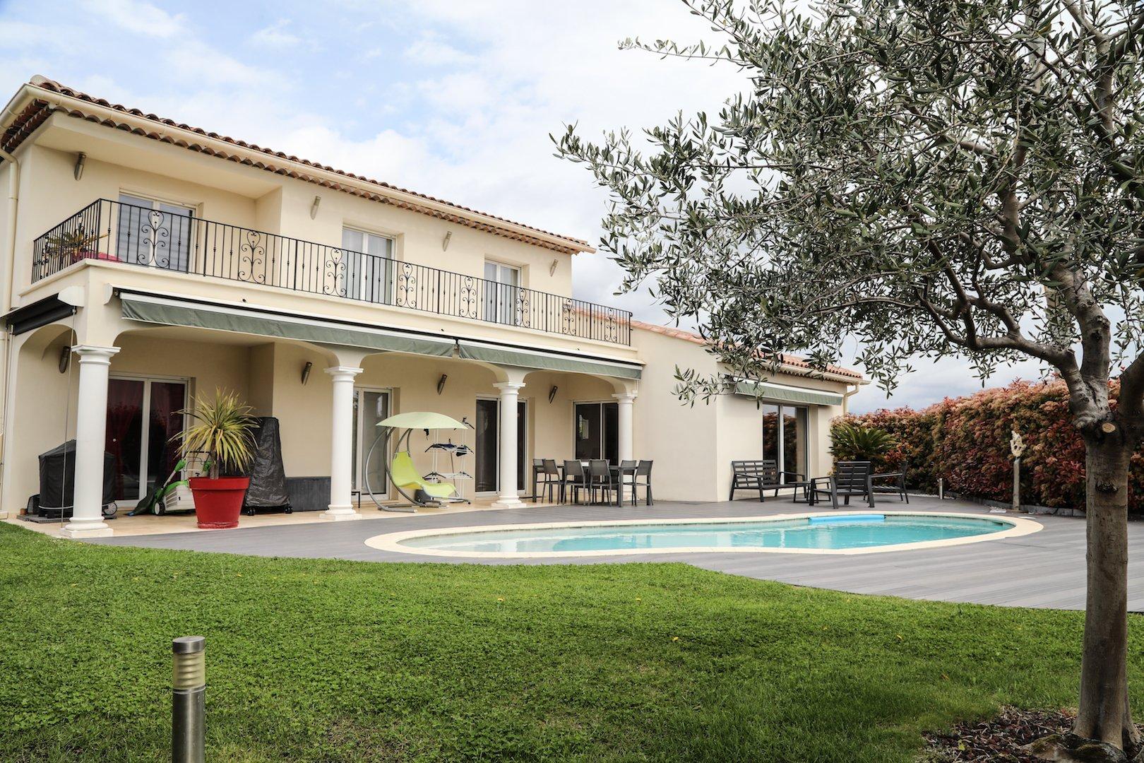 Villa piscine St Roman de Bellet 230m2