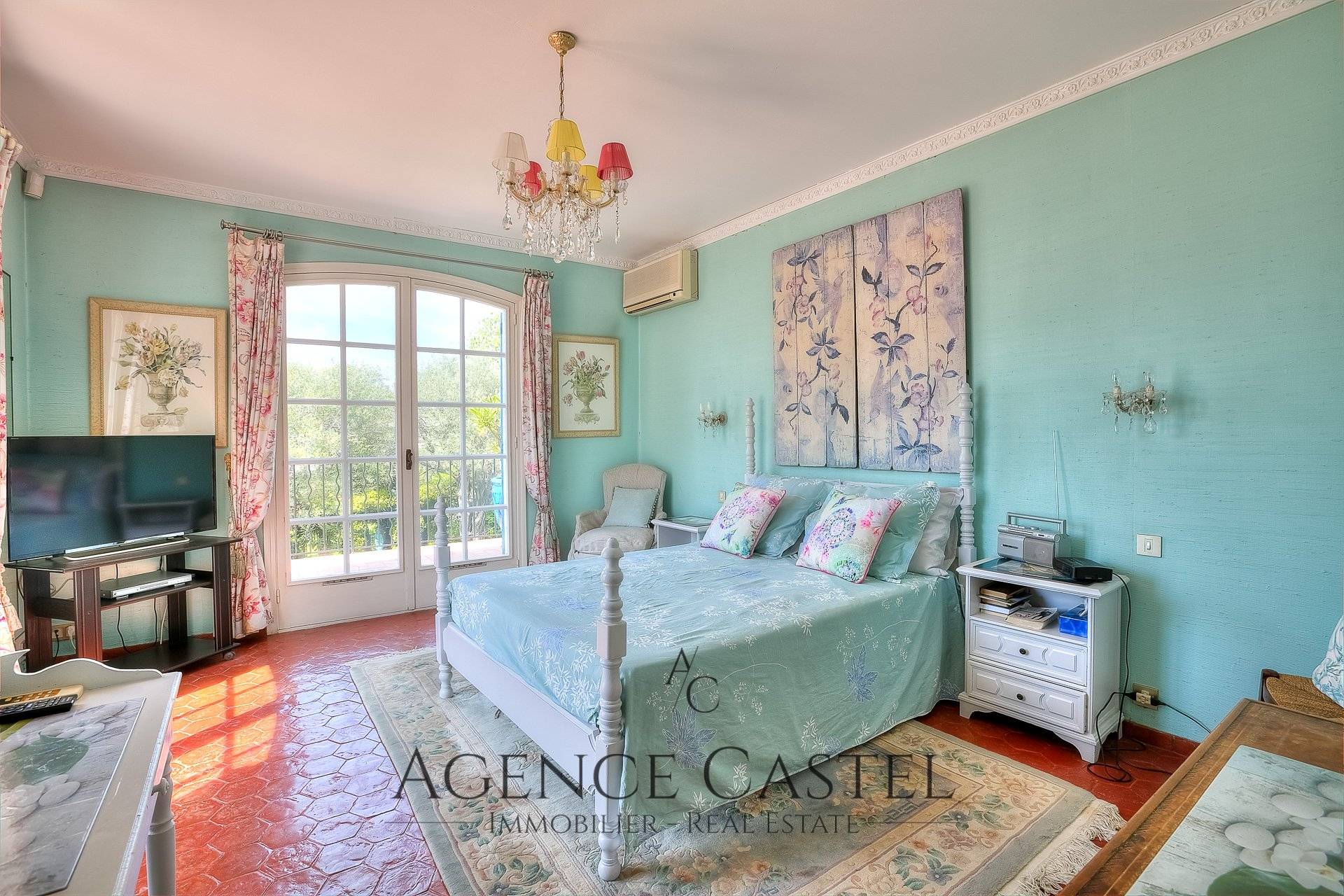 ANTIBES - CHARMING VILLA WITH SWIMMING POOL