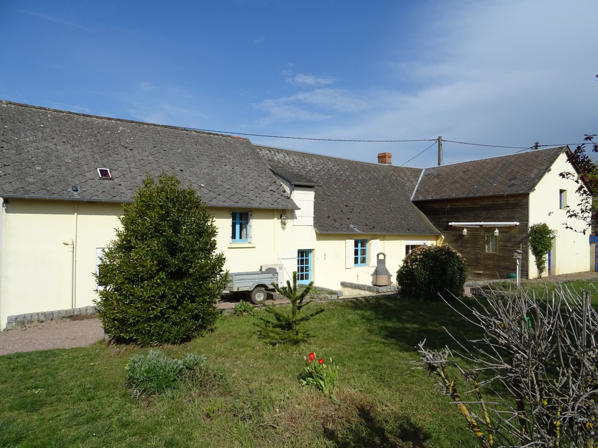 Maison dans village du Cher