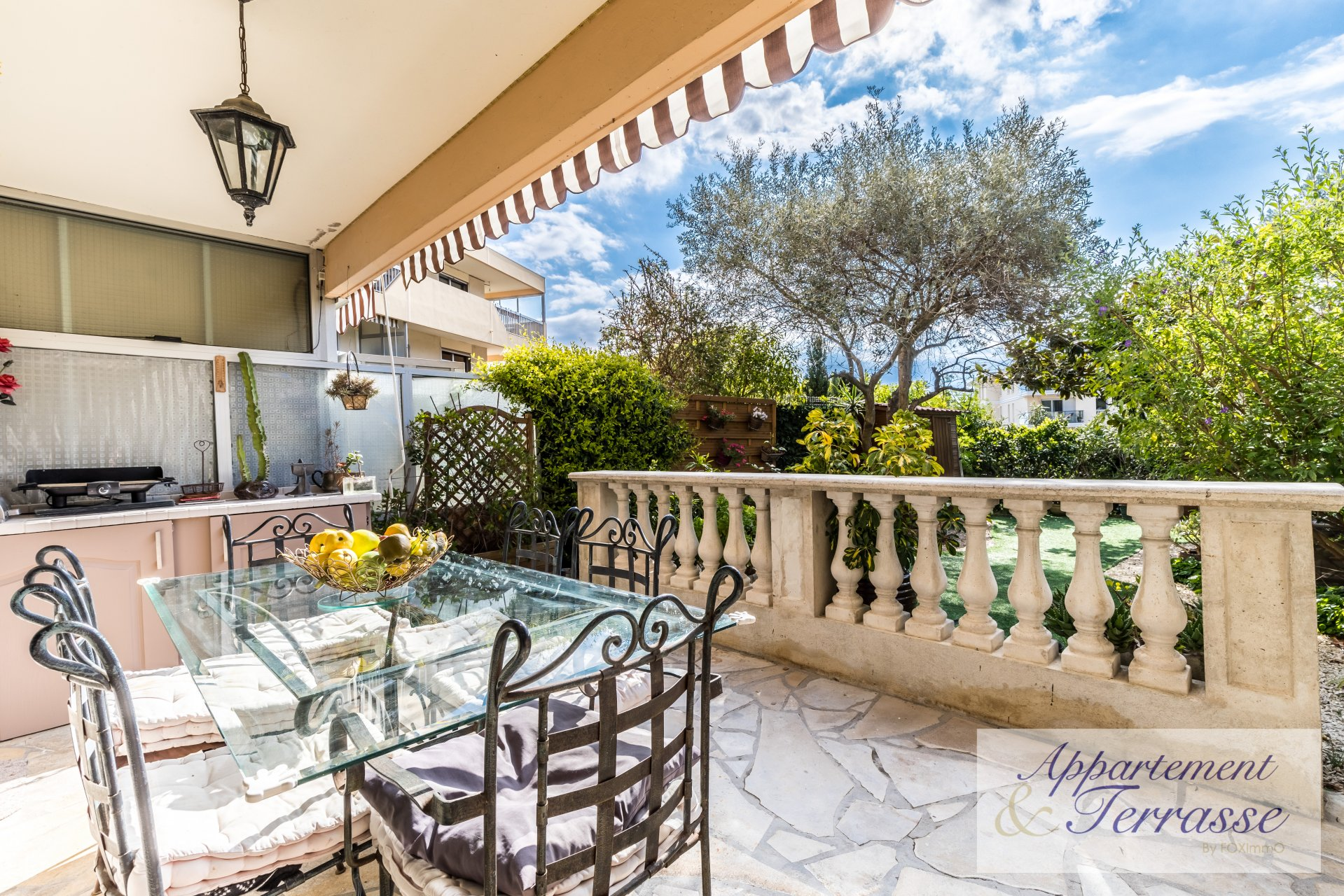 On the French Riviera, in Villeneuve Loubet, close to the sea, nice 4 P on the ground floor with parking