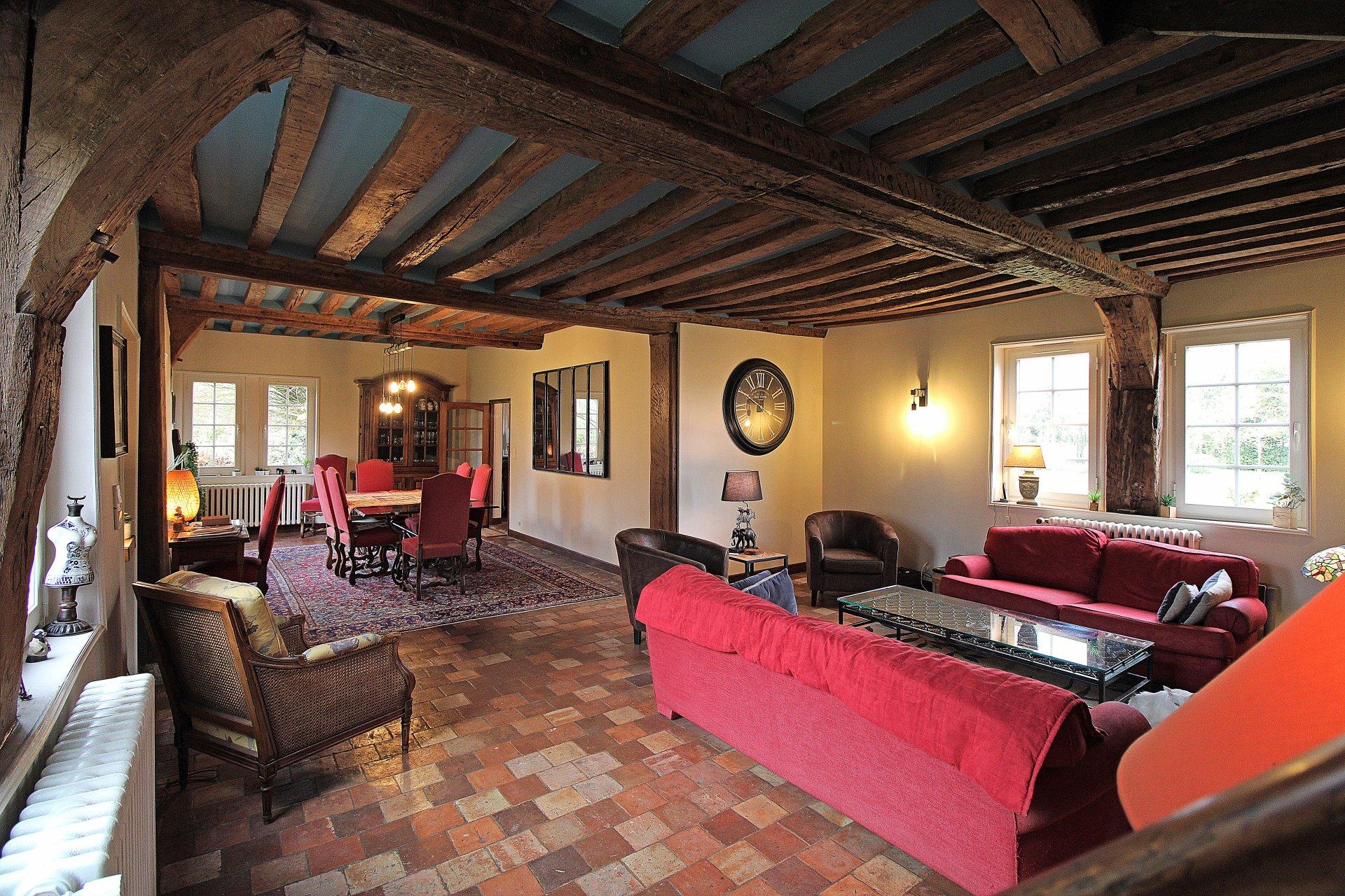 PAYS D'AUGE-CALVADOS -Région de Livarot- Manoir Augeron origine XVIème  avec 3ha8a61ca de terrain et ses dépendances.