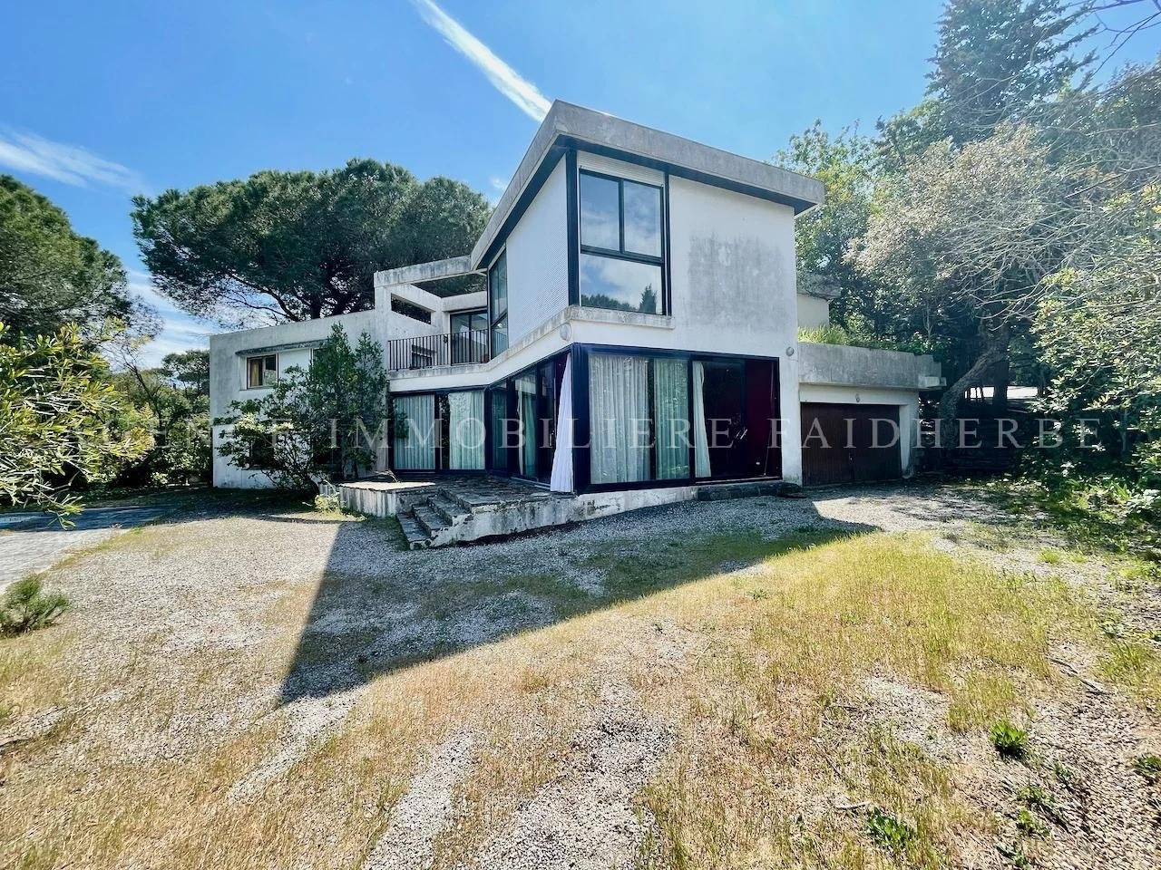 Architect house to renovate at walking distance from the beach