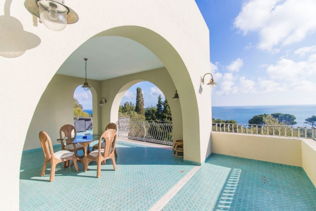 5 bedrooms seaview villa with private garden