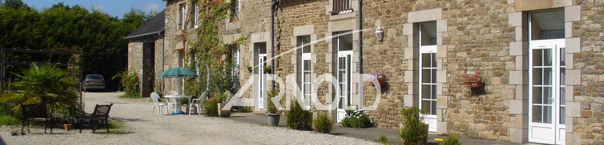 Longère Motel  au style typiquement breton proche de Dinan à 20 mn des plages.
