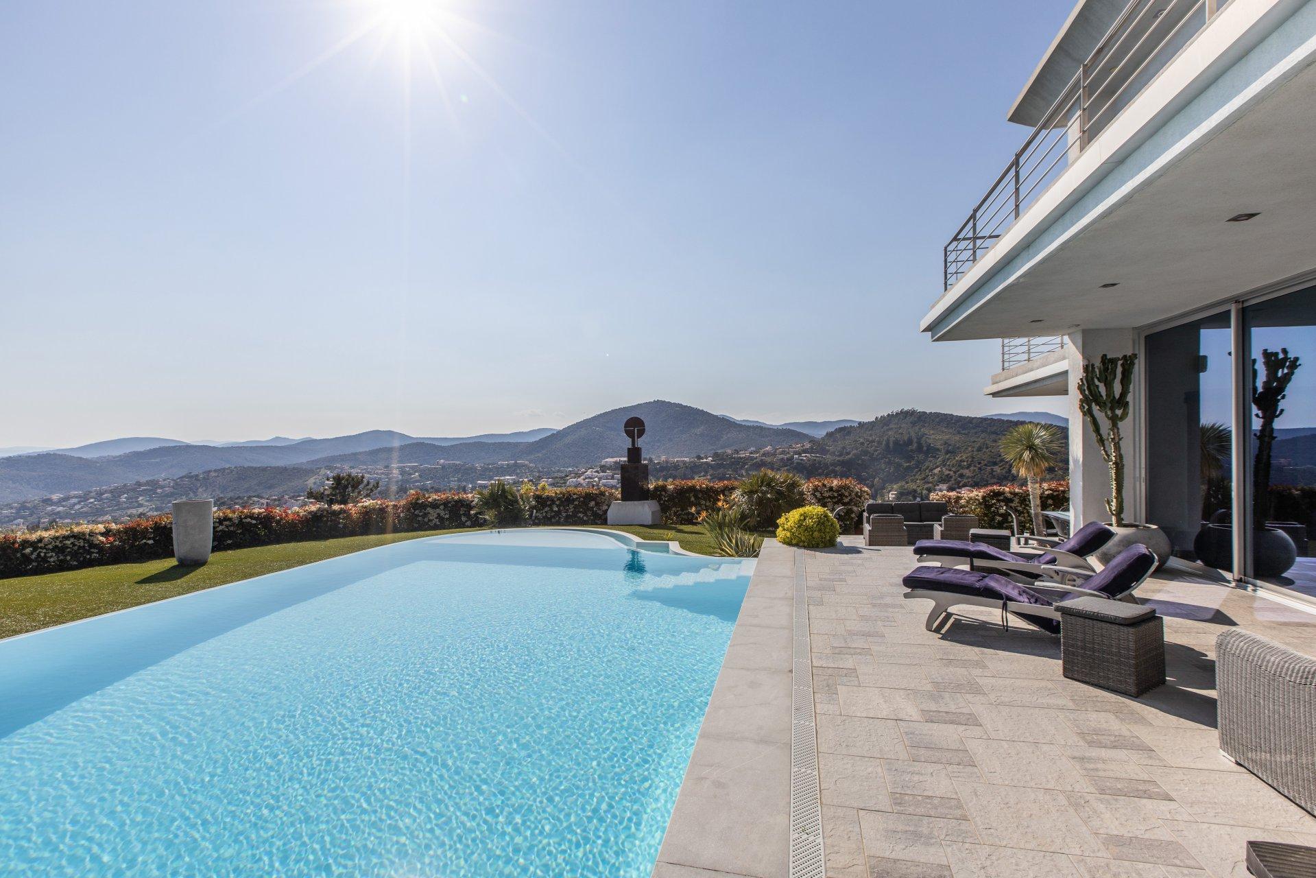 Sale Villa - Roquebrune-sur-Argens Les Issambres