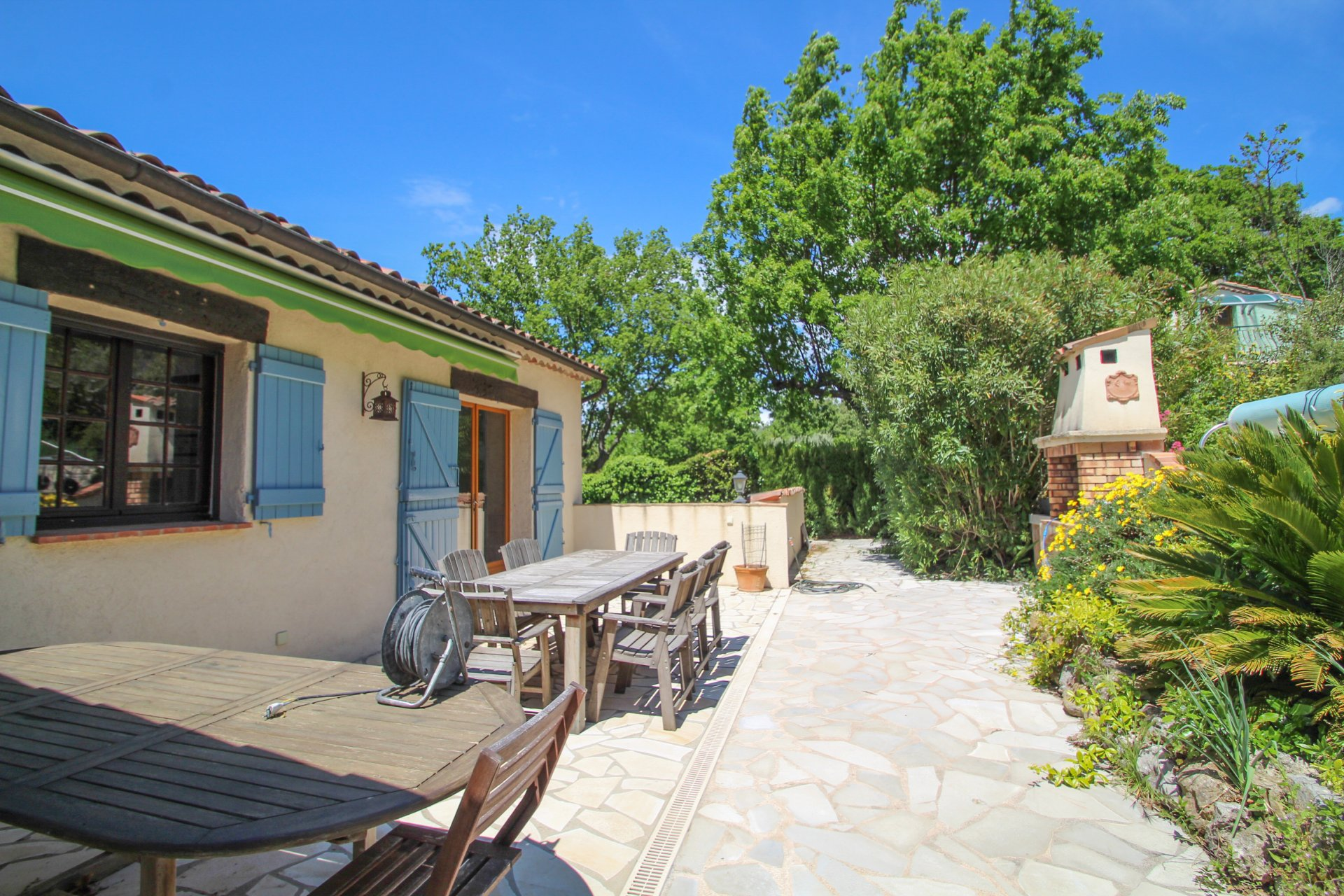 Montauroux: maison avec appartement, vue et piscine
