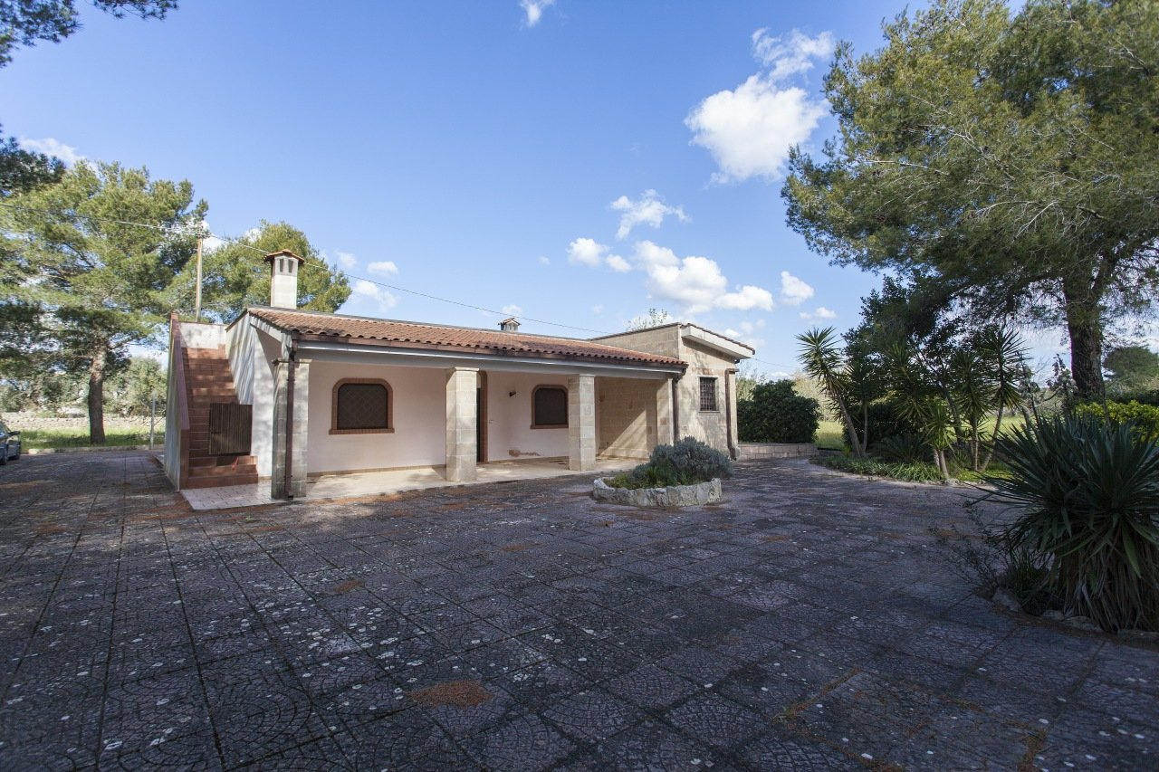 Villa in the countryside, 2 bedrooms and garden
