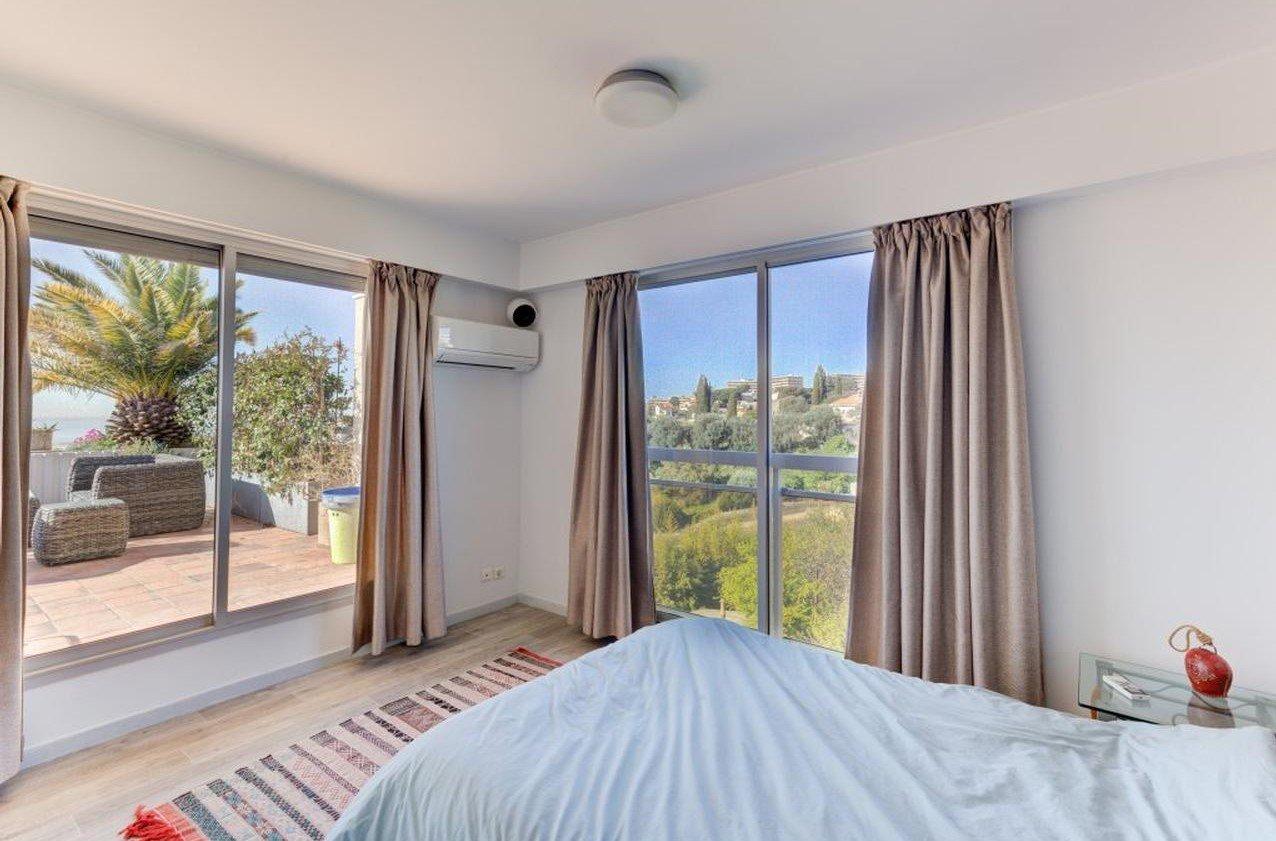 Rymlig 4:a med takterrass på 113m² med panoramutsikt över havet - Nice Fabron