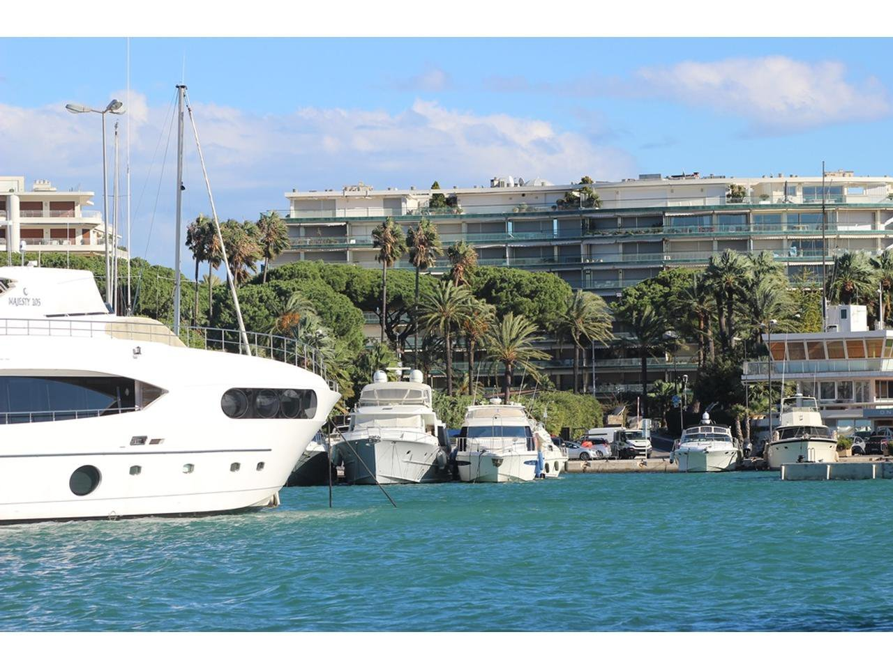 Apartment 3 Rooms  for sale in Cannes Croisette