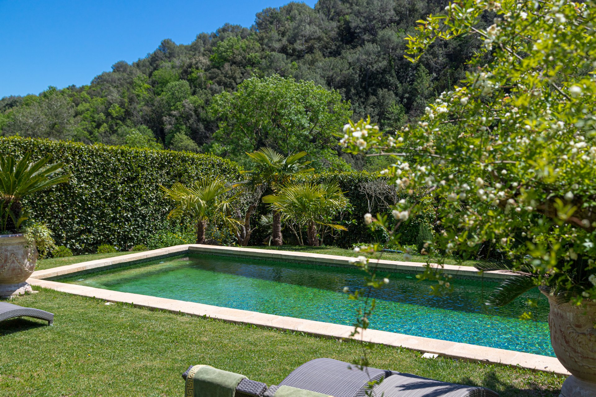 VALBONNE - Architect drawn villa with pool and absolute calm